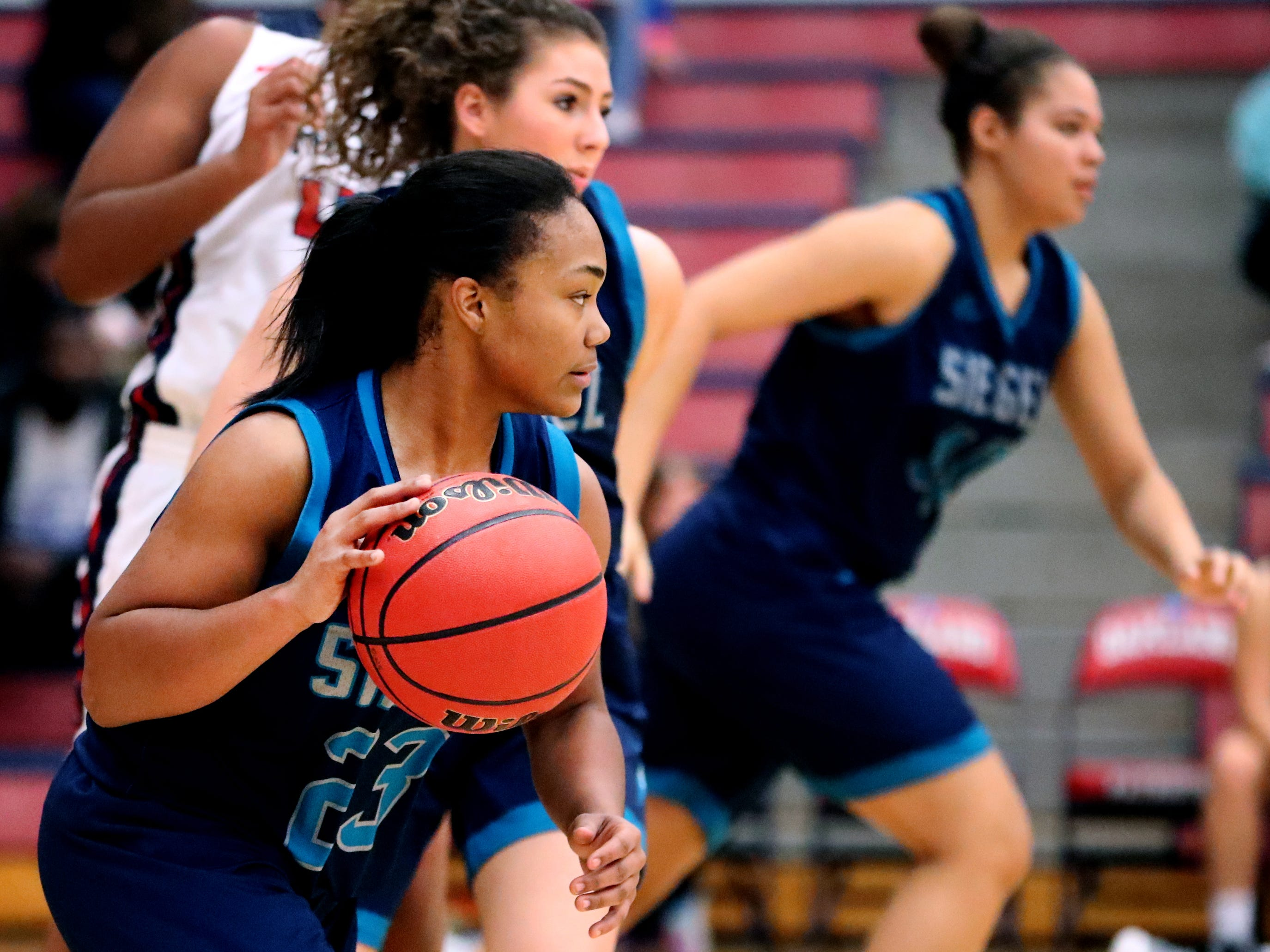 Siegel's Serenity Lillard (23) takes the ball down the court during the game against Oakland on Tuesday, Dec.. 4, 2018.
