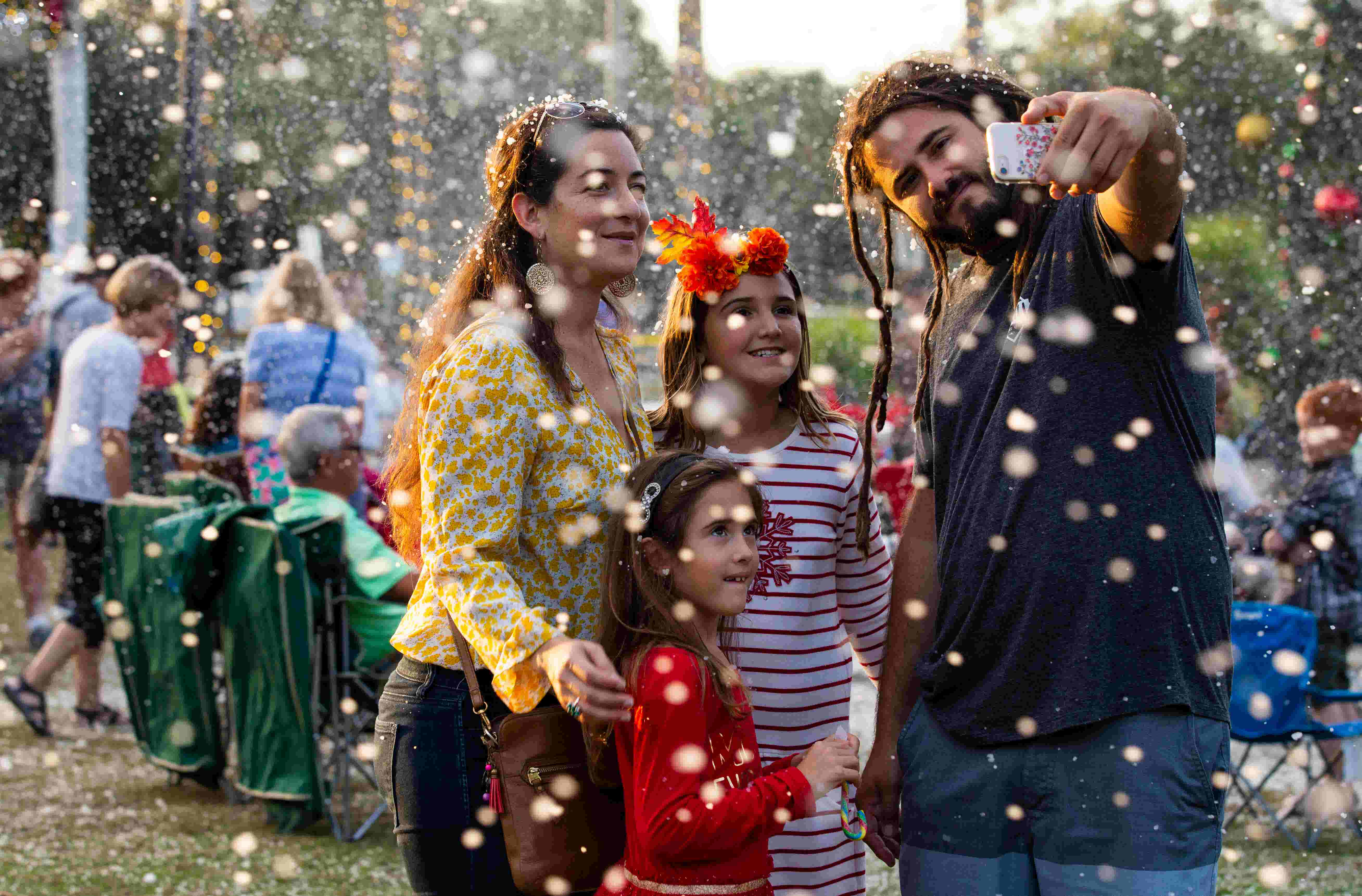 Cracker Barrel Open On Christmas Day.Video Bonita Springs Annual Holiday In The Park Kicks Off With Snow Shower