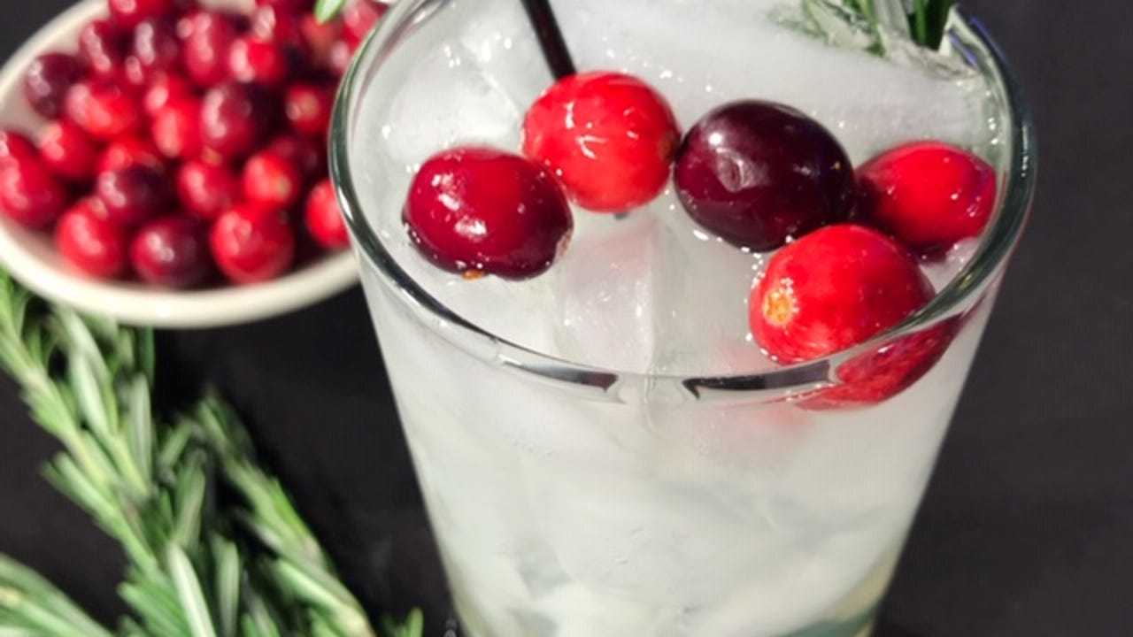 Christmas Cocktails 3 Easy Recipes Made With Wine Bourbon Rosemary