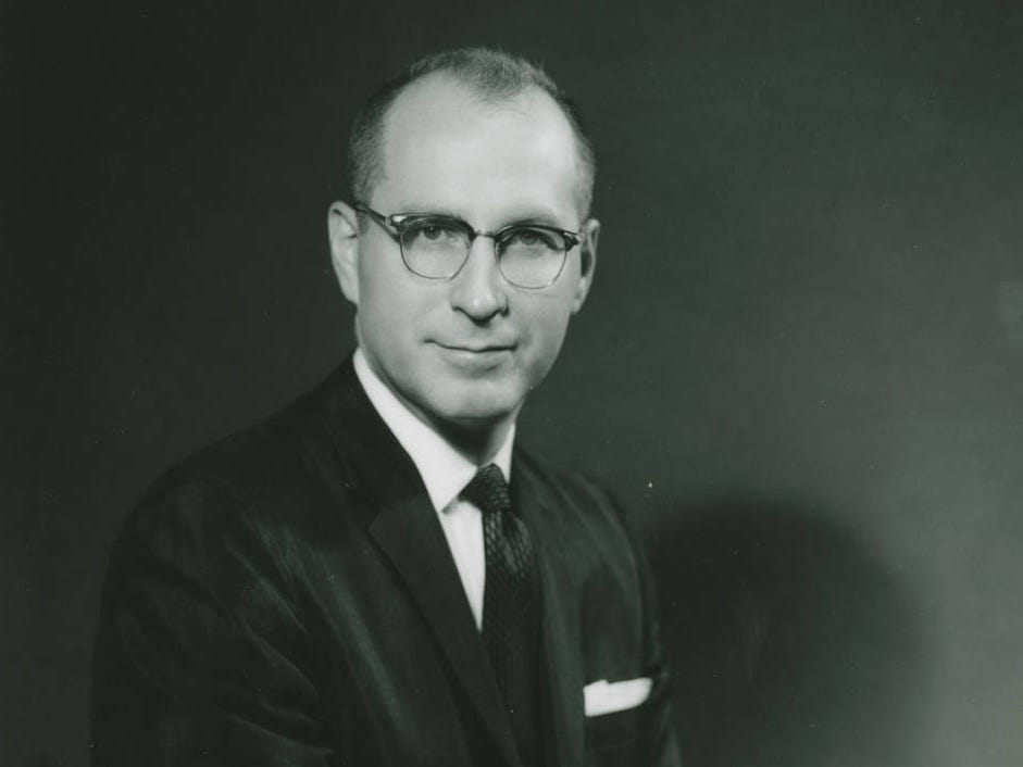 Dr. Glenn A. Olds, a 1942 graduate of Willamette University, enjoyed a long career in social justice and public service as a minister, professor, college president, ambassador, and statesman.