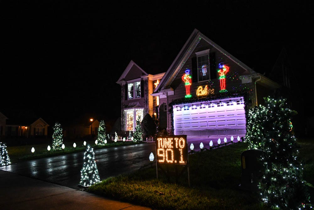 Christmas Lights To Music.Watch 50 000 Holiday Lights Set To Music Adorn Lewes Home