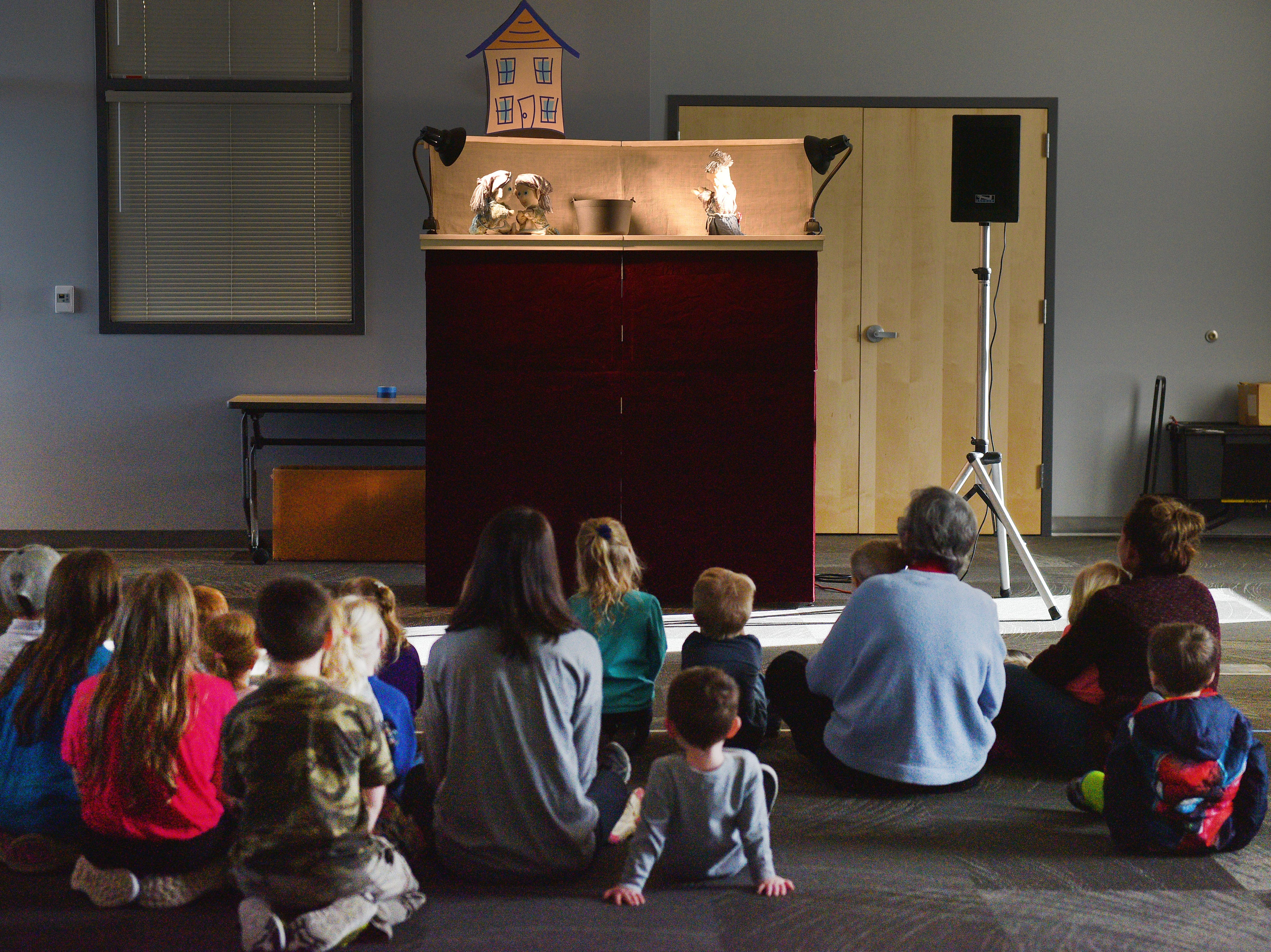 Siouxland Libraries performed The Christmas Gift puppet show at the Prairie West Branch Wednesday, Dec. 5, in Sioux Falls.