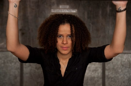 New Orleans songstress Mia Borders returns for an encore performance at 8 p.m. Thursday at Blue Tavern.