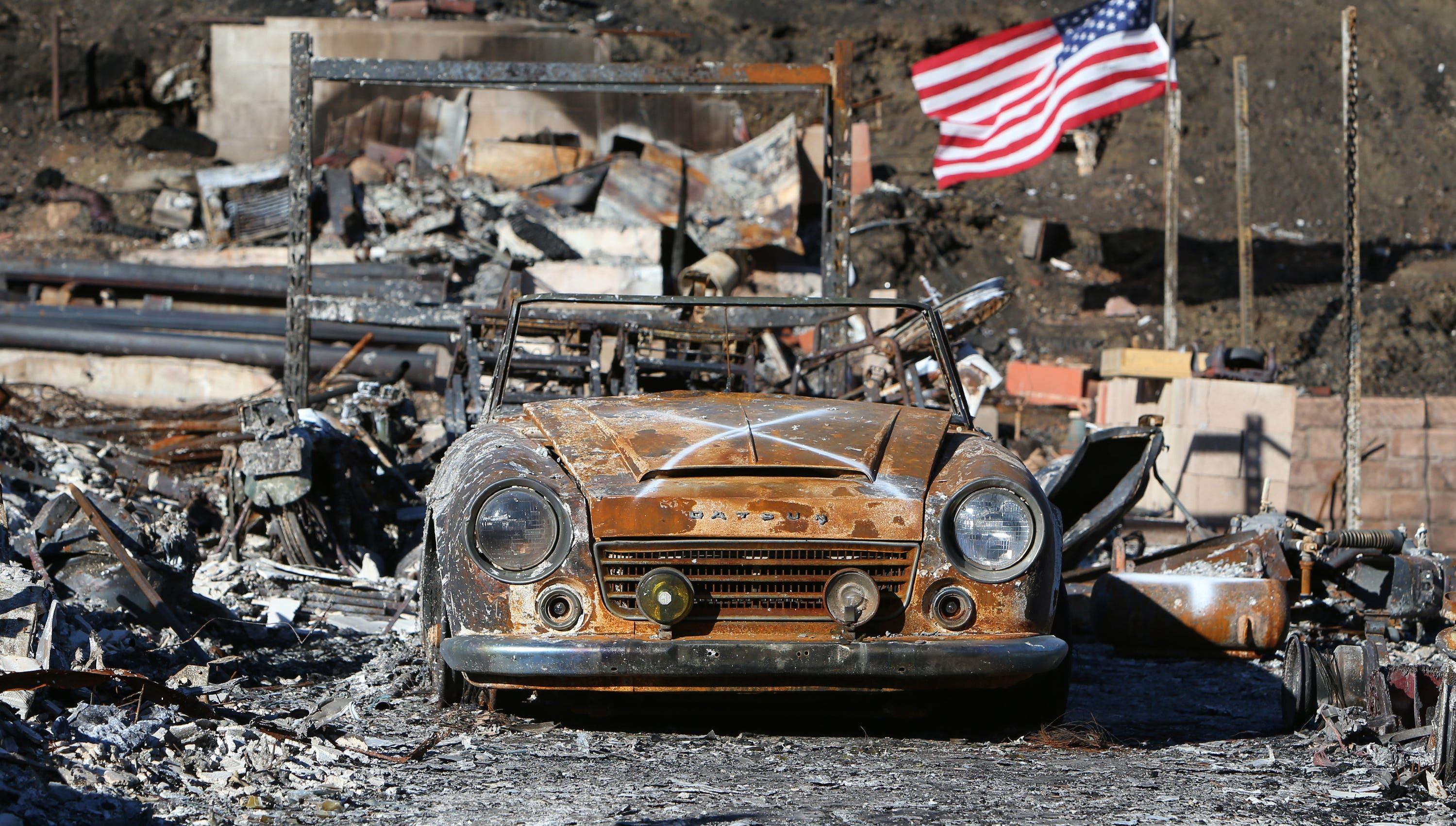 An American flag waves in the wind on a property in the Seminole Springs Mobile Park in Agoura Hills that was destroyed during the Woolsey Fire.