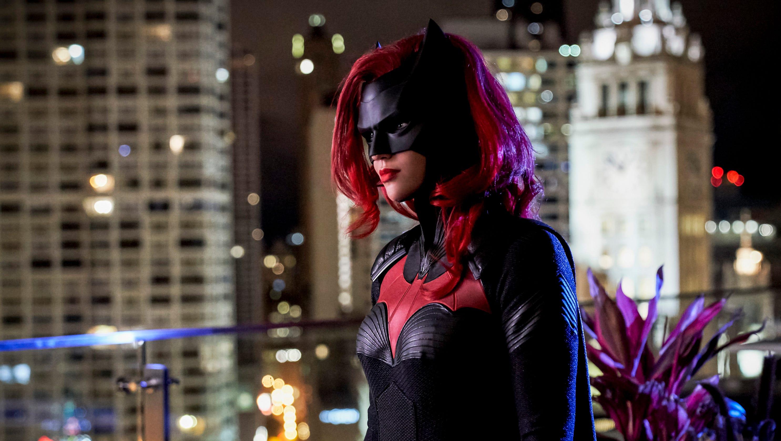 Batwoman, body swaps star in CW's 'Elseworlds' superhero