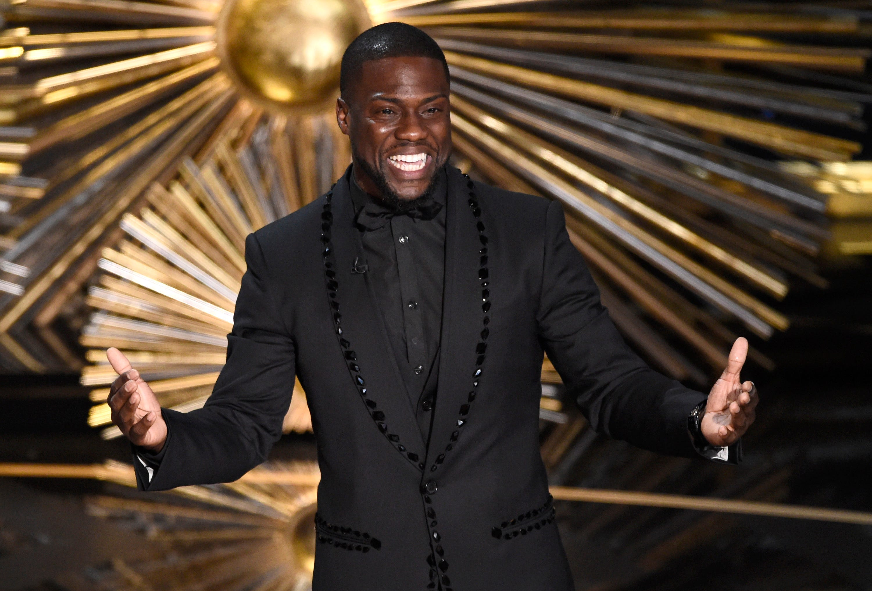 Oscar host Kevin Hart dismisses critics of his past homophobic comments: 'I live to love'