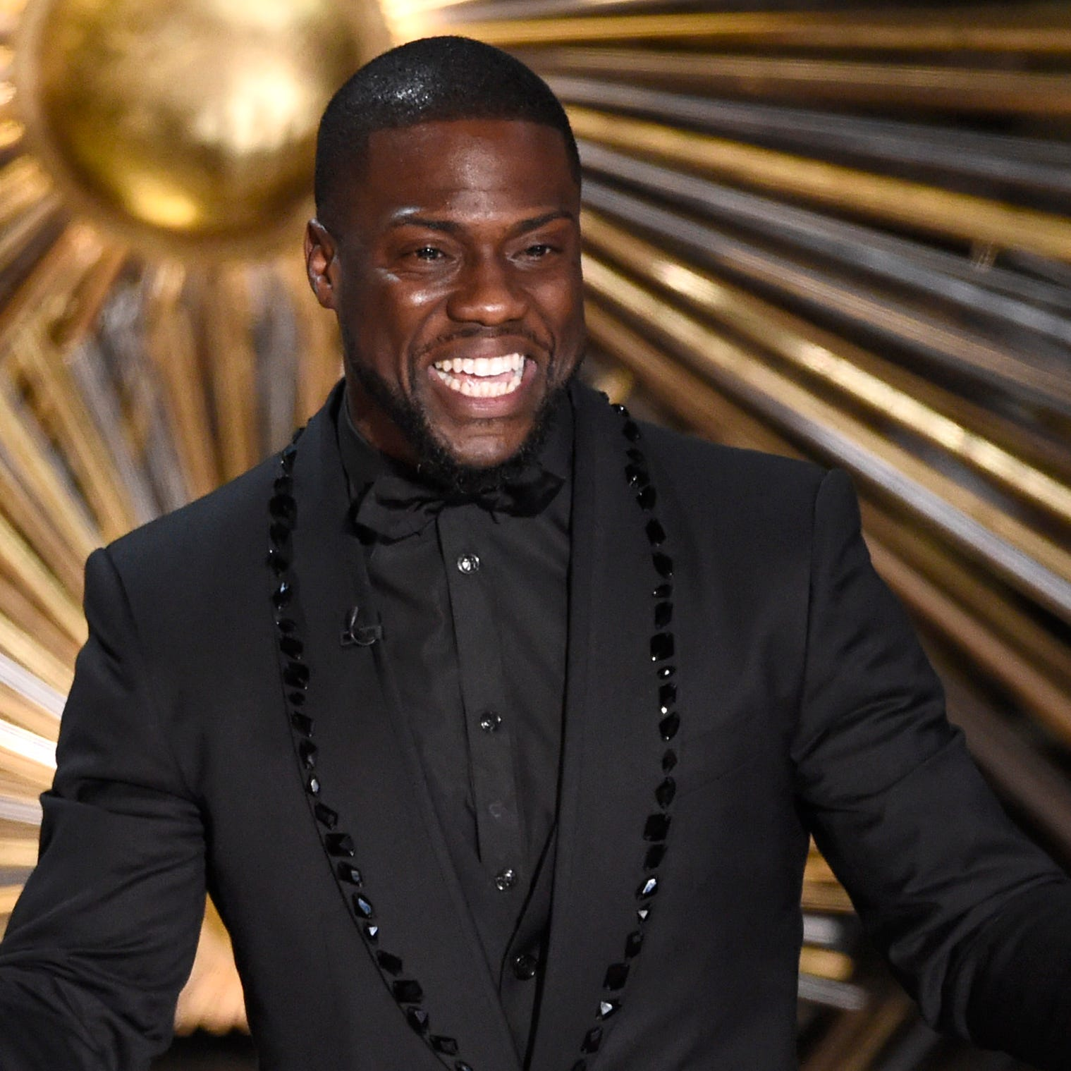 Kevin Hart steps down as Oscars host amid backlash from past homophobic tweets
