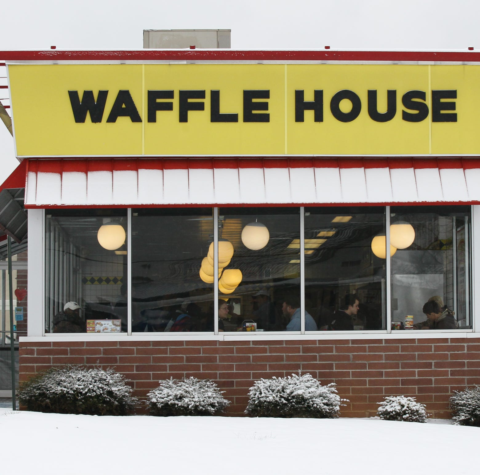 Police: Naked woman brought gun to Nashville Waffle House