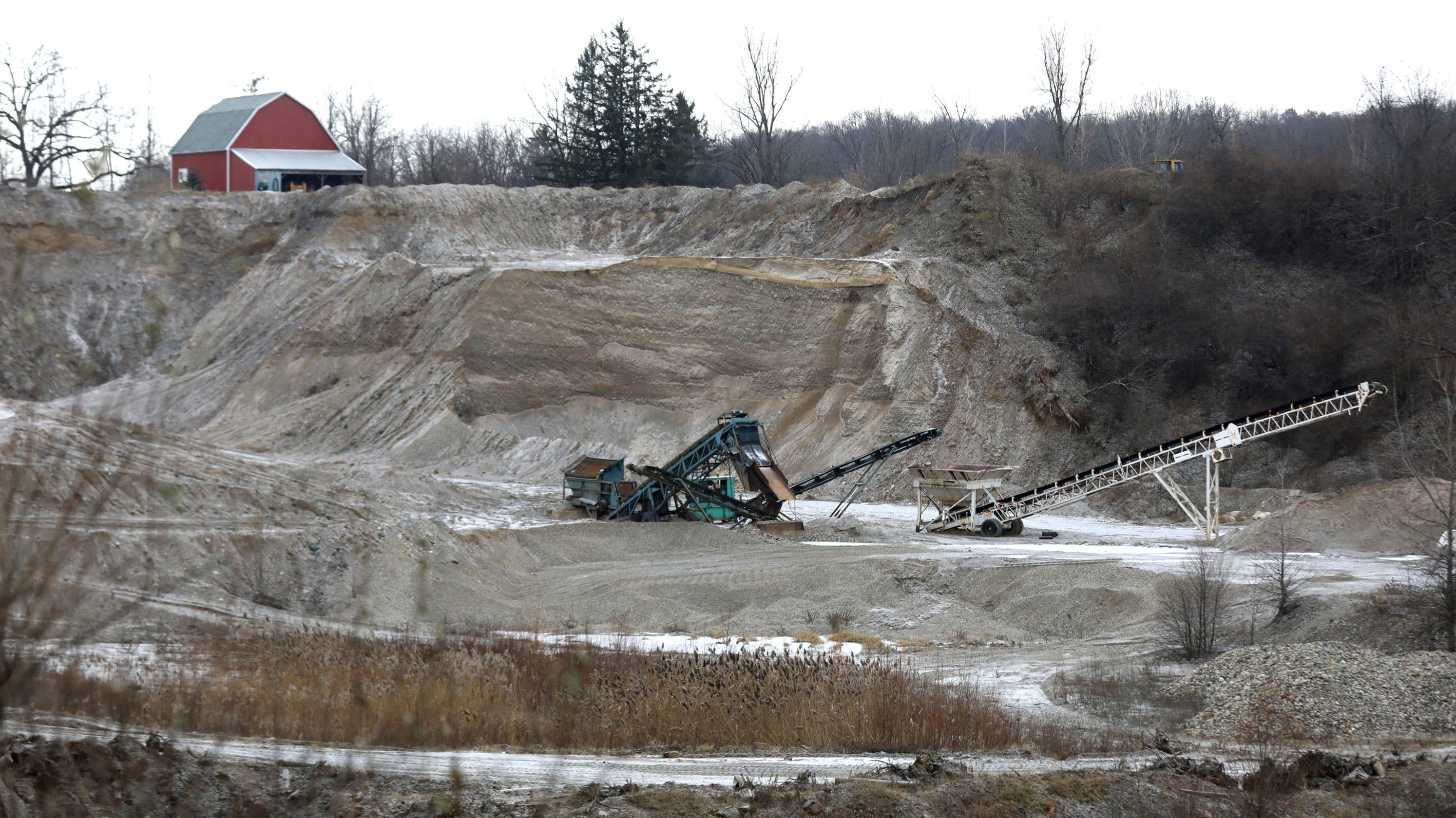 Gravel lobbyist steered MDOT report on gravel shortage