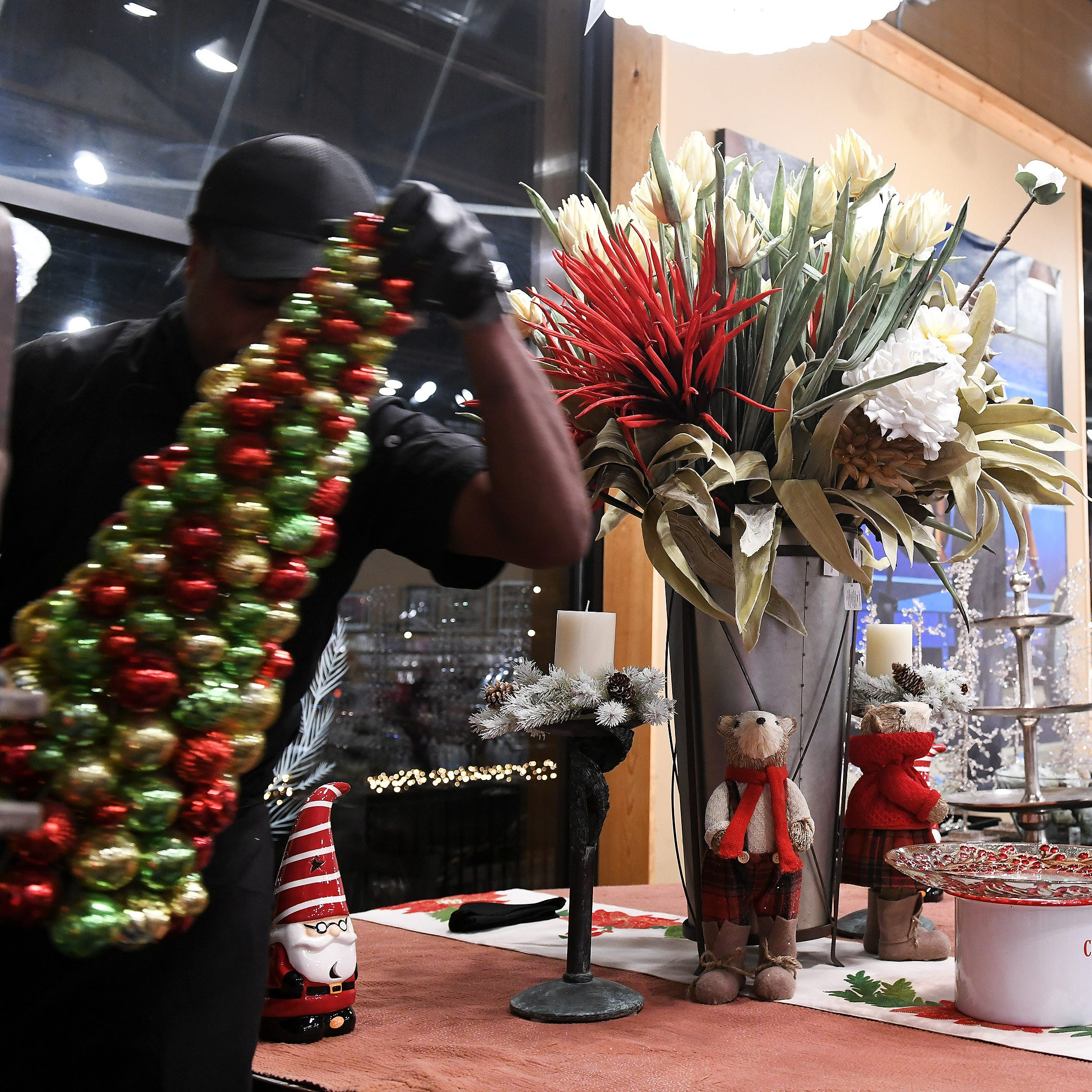 Dish & Design experts: Put new spin on holiday decorating, gift-giving this year