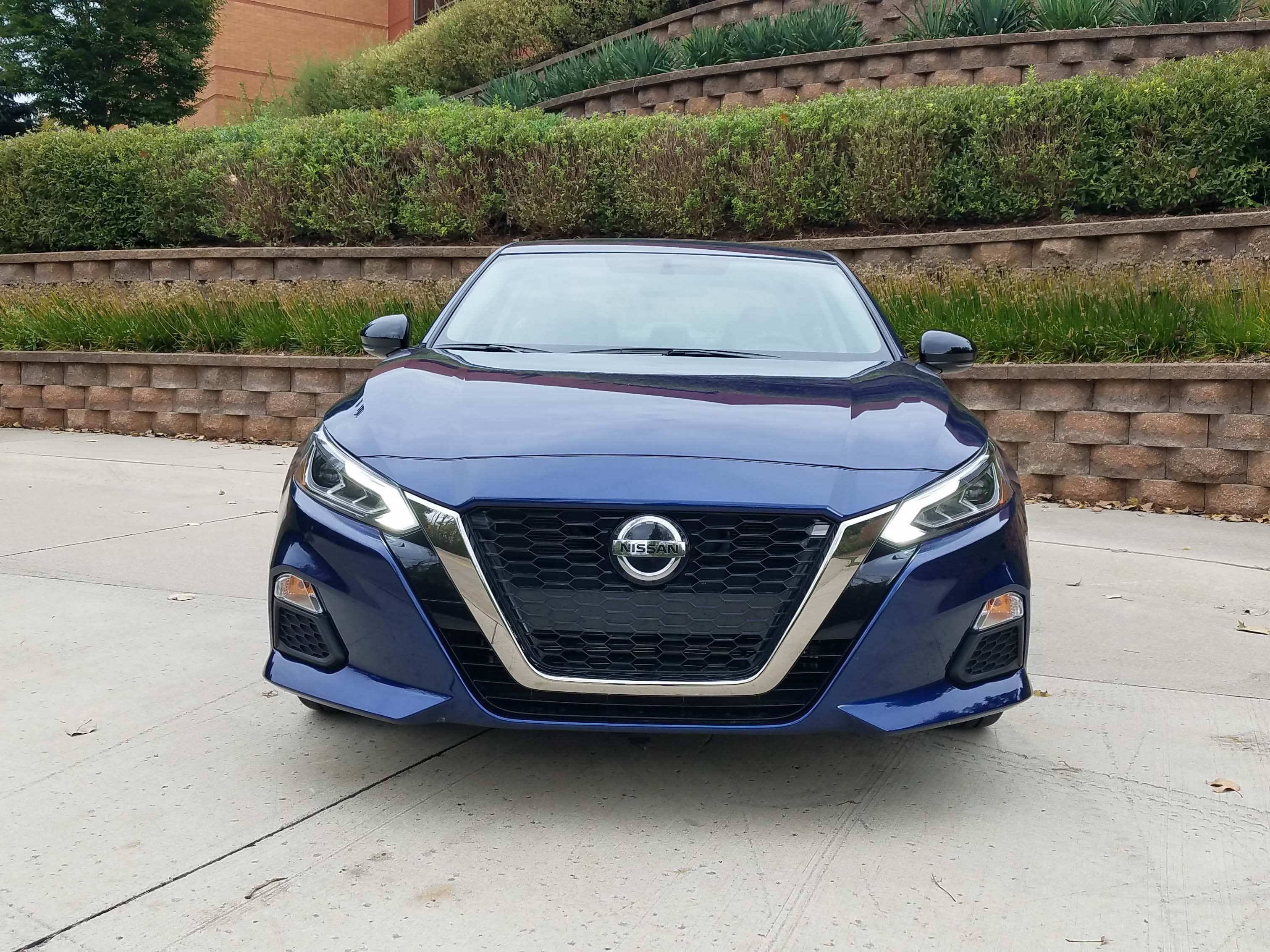 The bull-ring, the door knocker, the V-motion grille — whatever you want to call it, the Altima finally has a nice face.