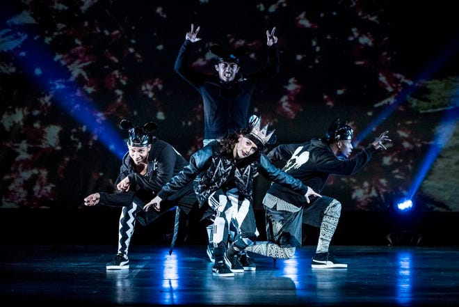"""""""The Hip Hop Nutcracker"""" as an up-to-date hit of the classical ballet. It features a dozen dancers, an on-stage DJ and an electric violinist."""