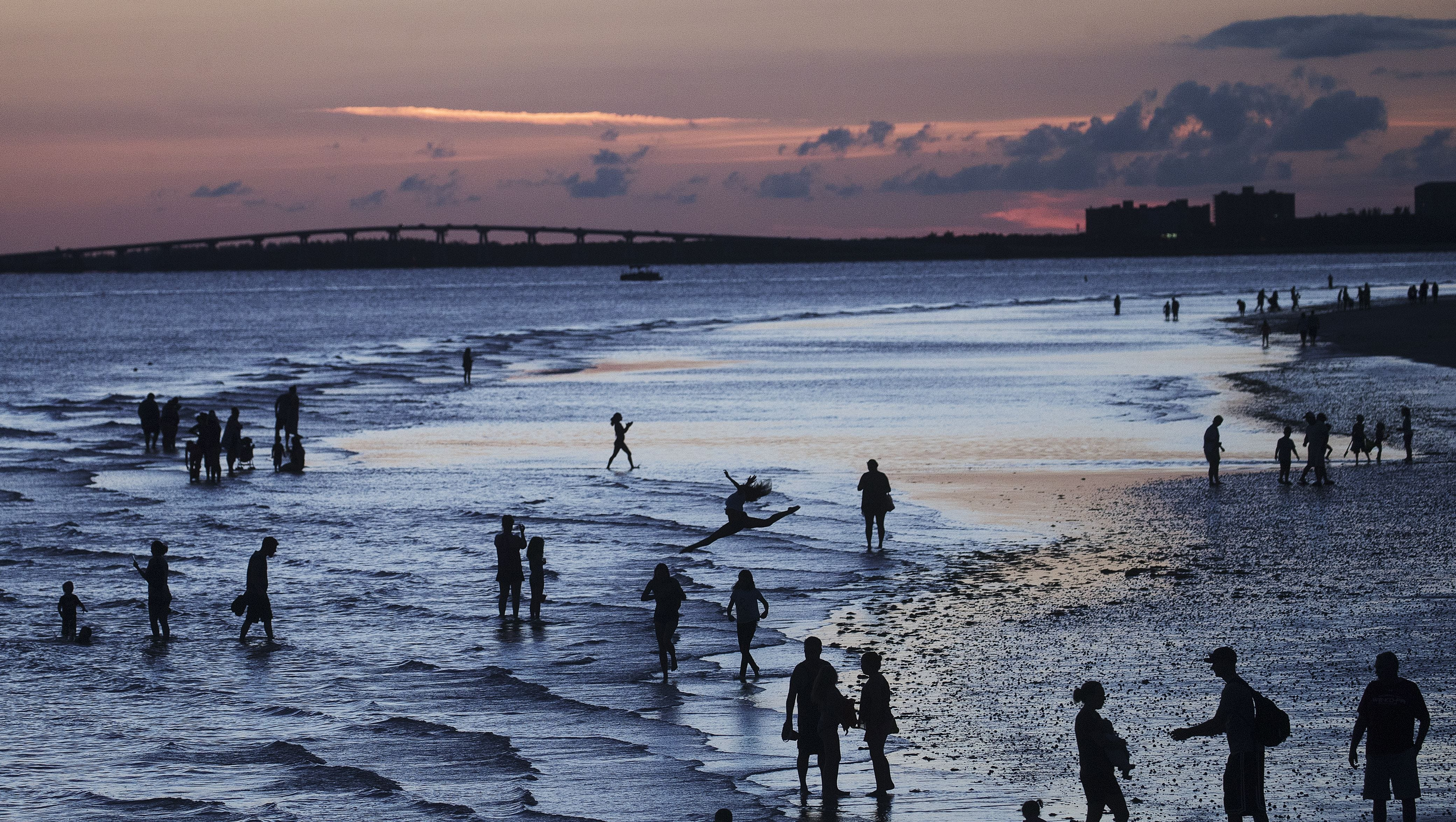 Lee County tourism promoters spend recovery dollars as patchy red tide persists