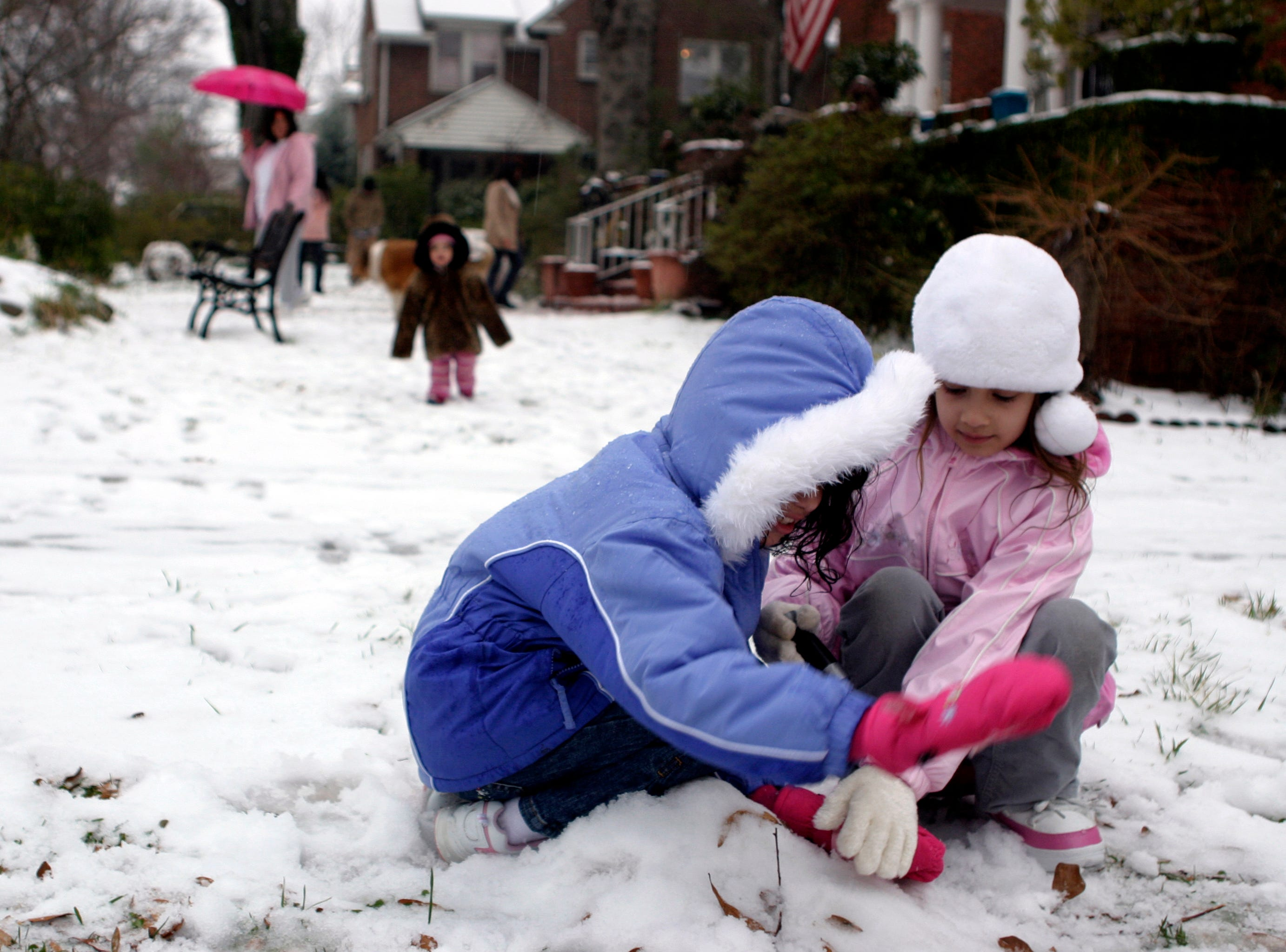 Children play in the snow on Earle Street in downtown Greenville Thursday morning, Feb. 1, after a snow storm covers the Upstate Thursday, February 1, 2007.
