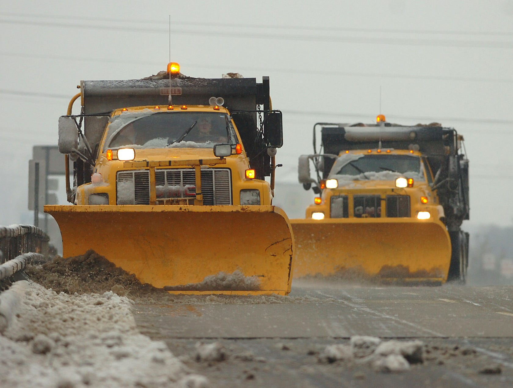 A snow plow clears bridge on Hwy 153 over I-85 in Anderson County Thursday, February 1, 2007.