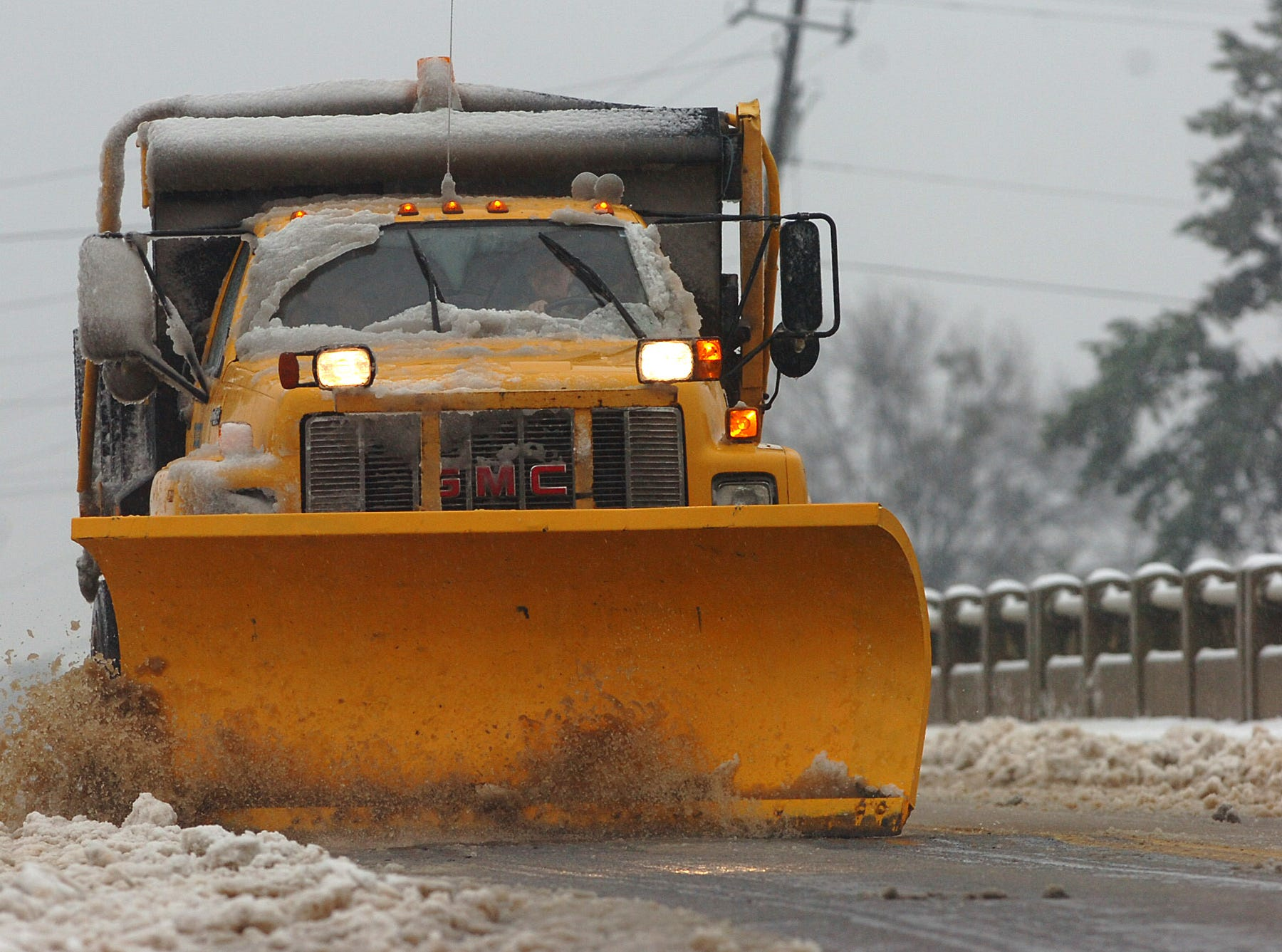 A snow plow clears the bridge on Hwy 8 over I-85 in Anderson County Thursday, February 1, 2007.
