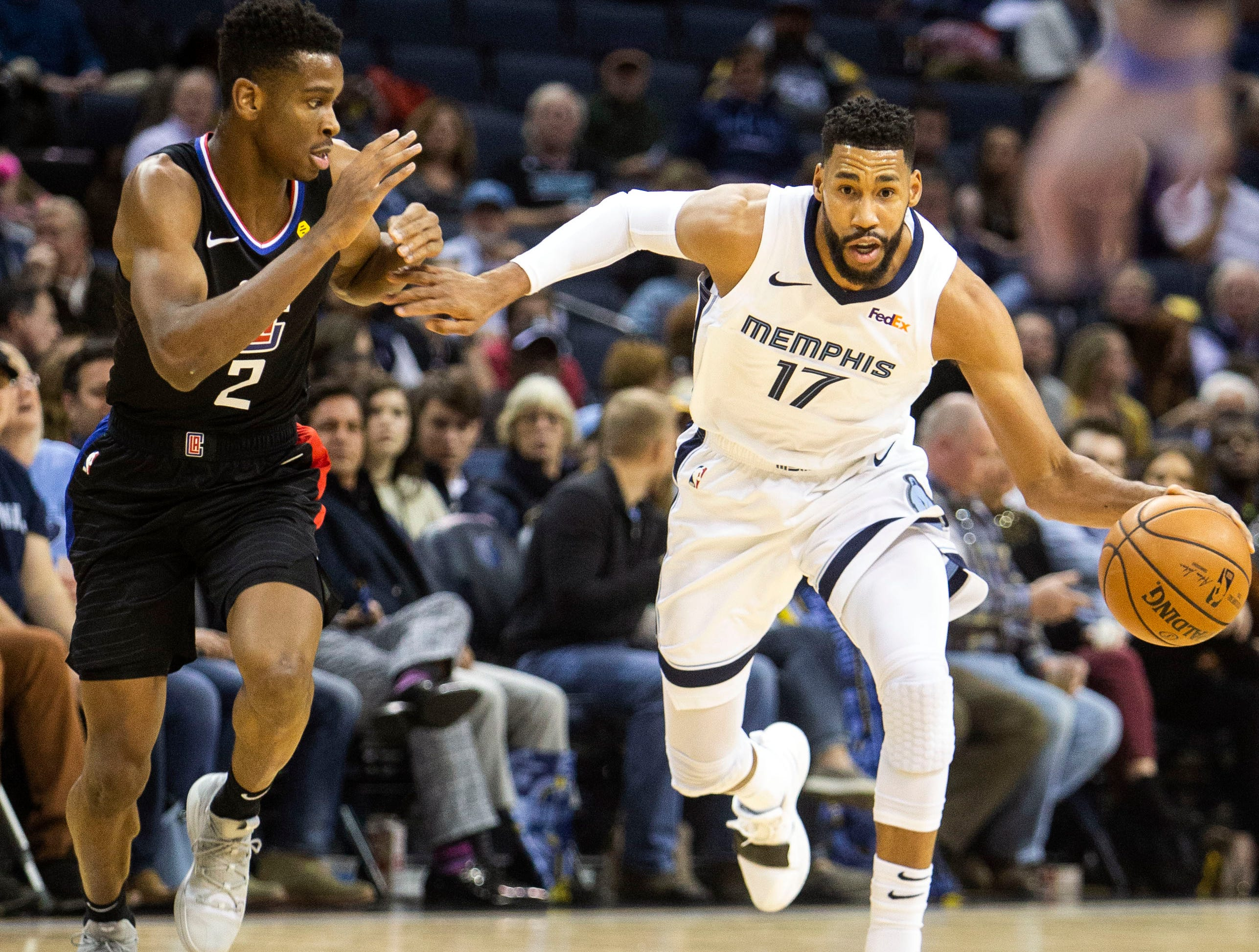 Memphis Grizzles guard Garrett Temple (17) drives to the hoop during a NBA basketball game between the Memphis Grizzlies and the Los Angeles Clippers in the Fedex Forum, Wednesday, Dec. 5, 2018.