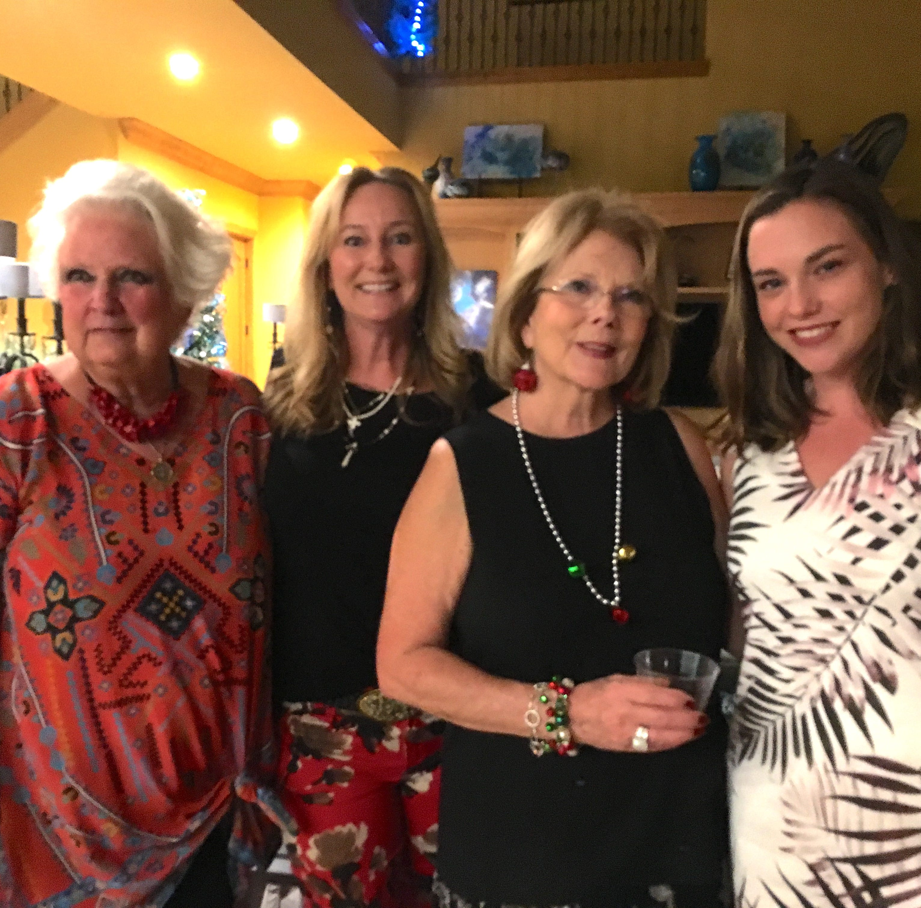 Social scene: Calusa Garden Club celebrates the season
