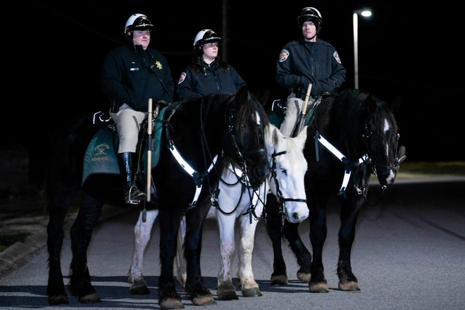 Rutherford County Sheriff Mounted Patrol stand guard outside Riverbend Maximum Security Institution ahead of execution of Tennessee death row inmate David Earl Miller on Thursday.