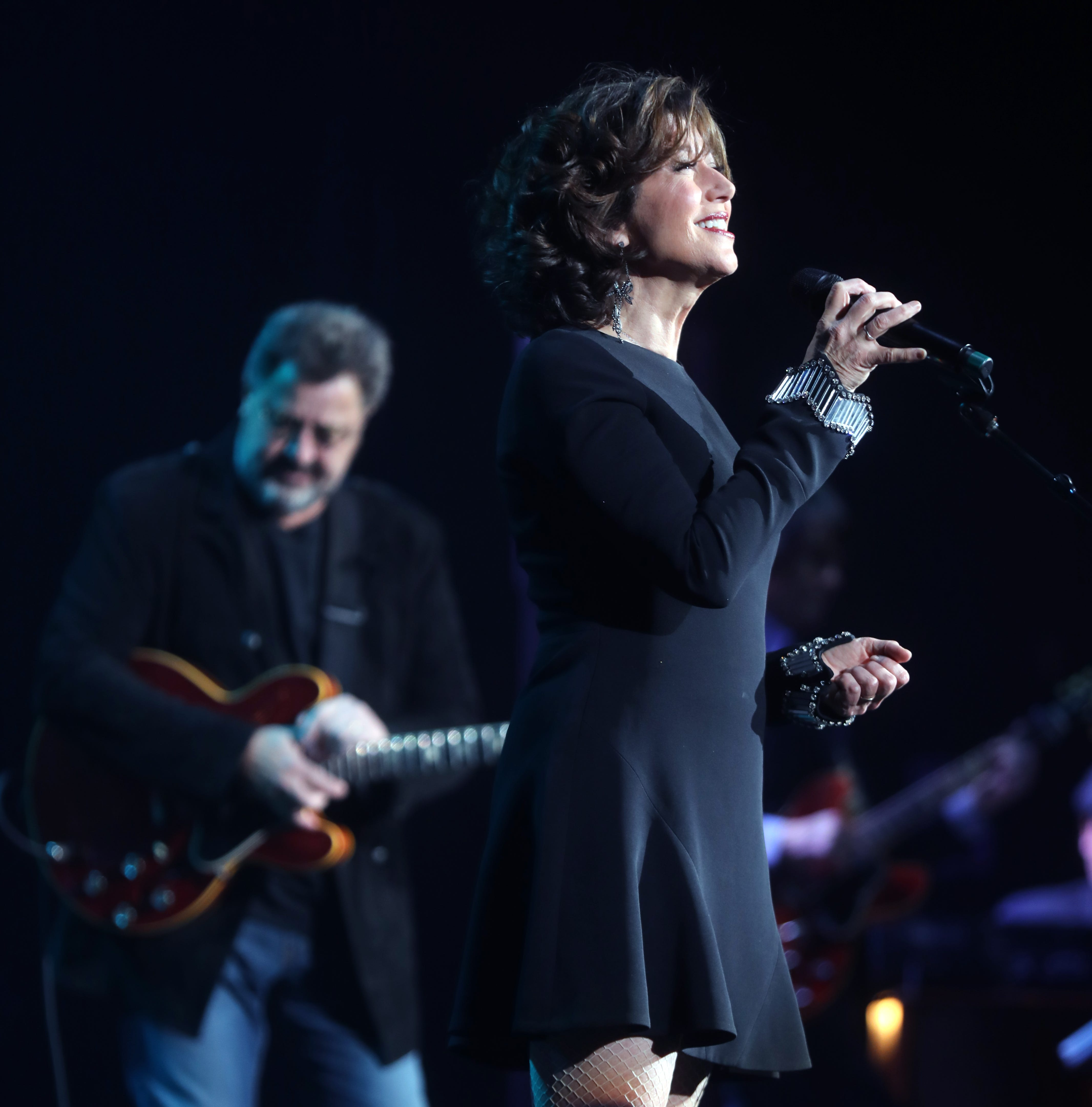 Amy Grant and Vince Gill make snowballs, Christmas memories at Ryman Auditorium