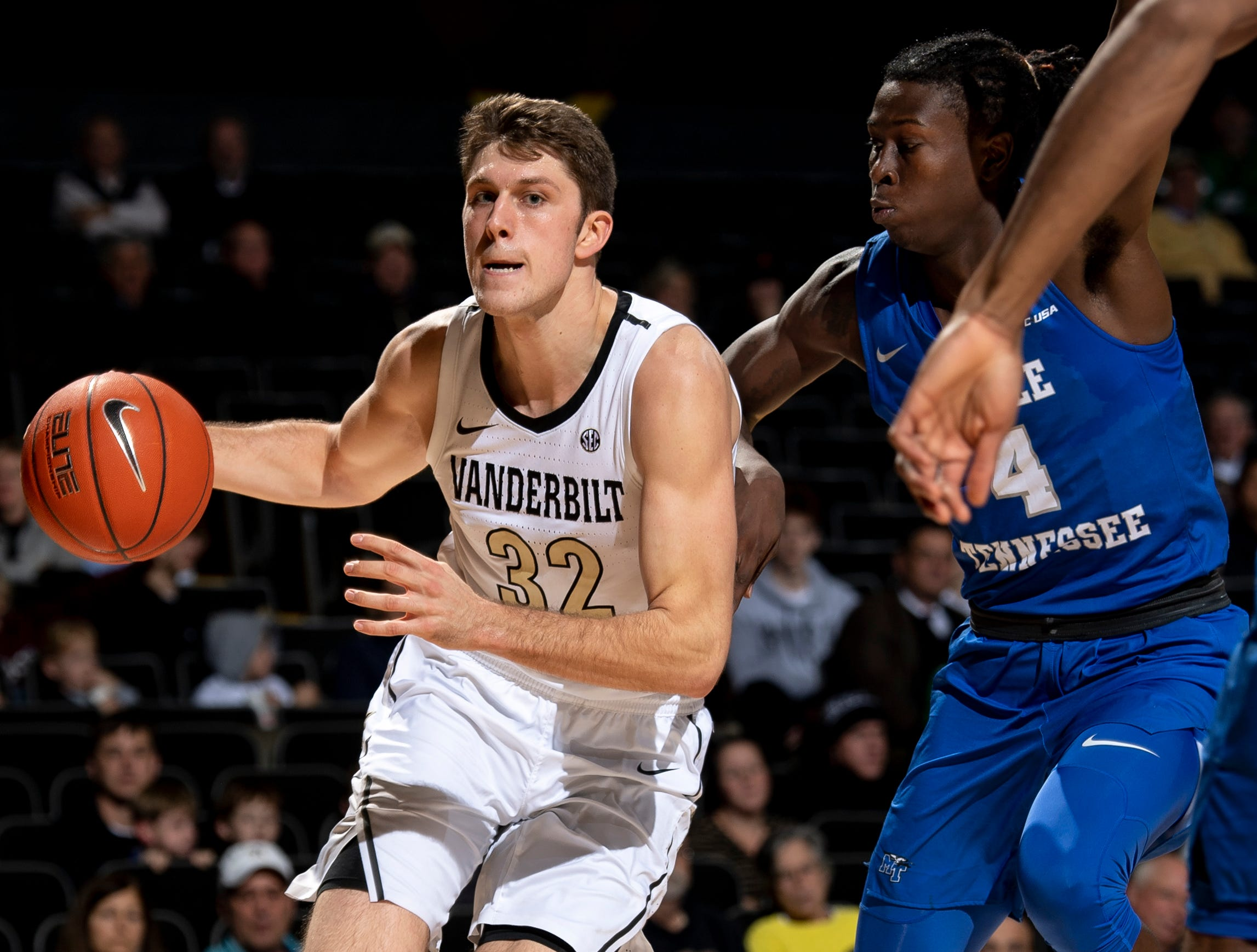 Vanderbilt forward Matt Ryan (32) battles with MTSU forward James Hawthorne (4) during the second half at Memorial Gym in Nashville, Tenn., Wednesday, Dec. 5, 2018.