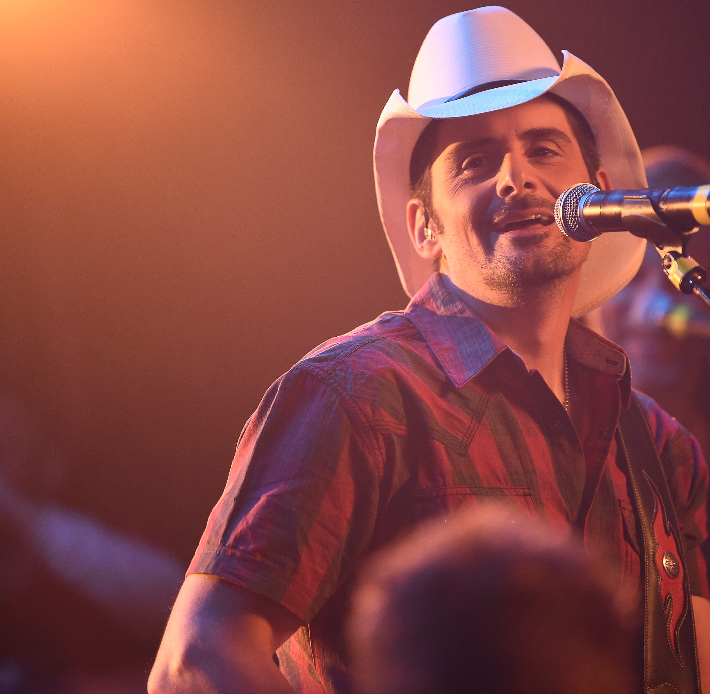 Country star Brad Paisley sends a message to South Side's Kelsey Turner on senior night