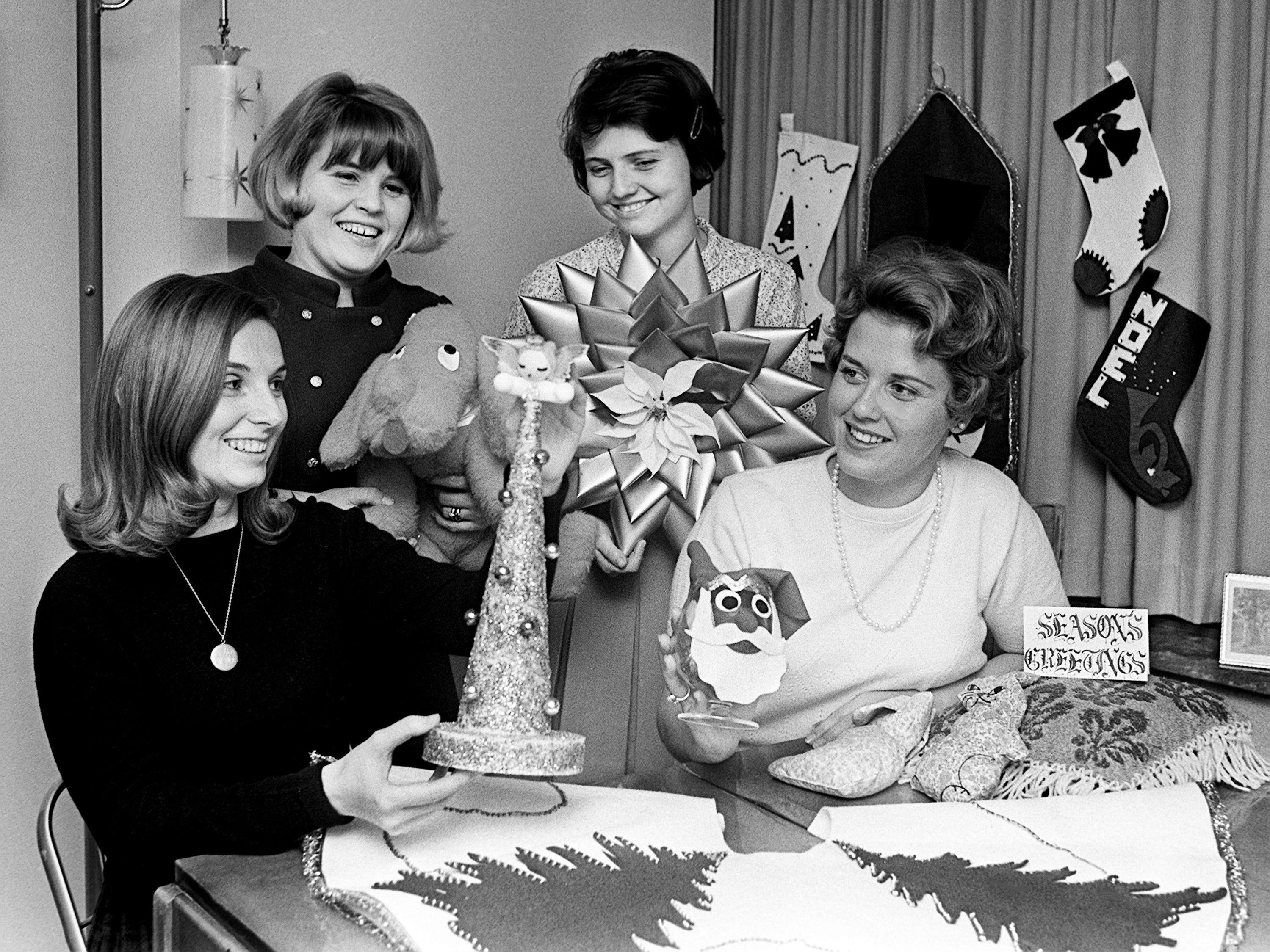 Mrs. Frank Coffman, left, Mrs. Michael Wachter, Mrs. David Thoennes, and Mrs. Philip Engelhardt, members of Vanderbilt Student Wives, are making plans Nov. 11, 1968 for their upcoming sponsored Christmas Bazaar at the Morgan House.