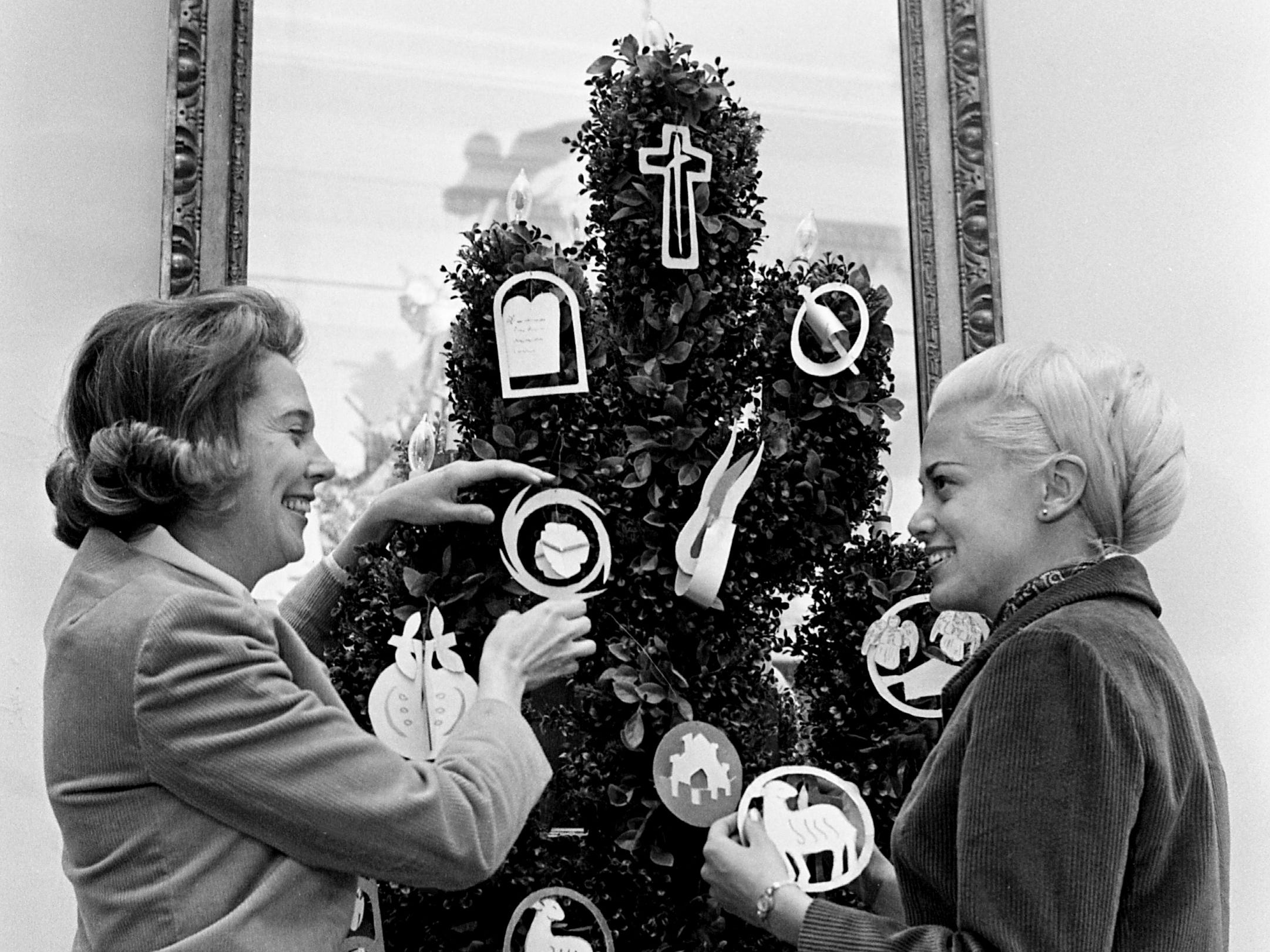 Mrs. William H. Knox, left, a member of the Hillmeade Garden Club, gets assistance in trimming the Tree of Jesse from her visitor from New York, Miss Mary Janicek, Dec. 3, 1968. They are getting the tree ready for the upcoming 4th annual Christmas at Cheekwood event.