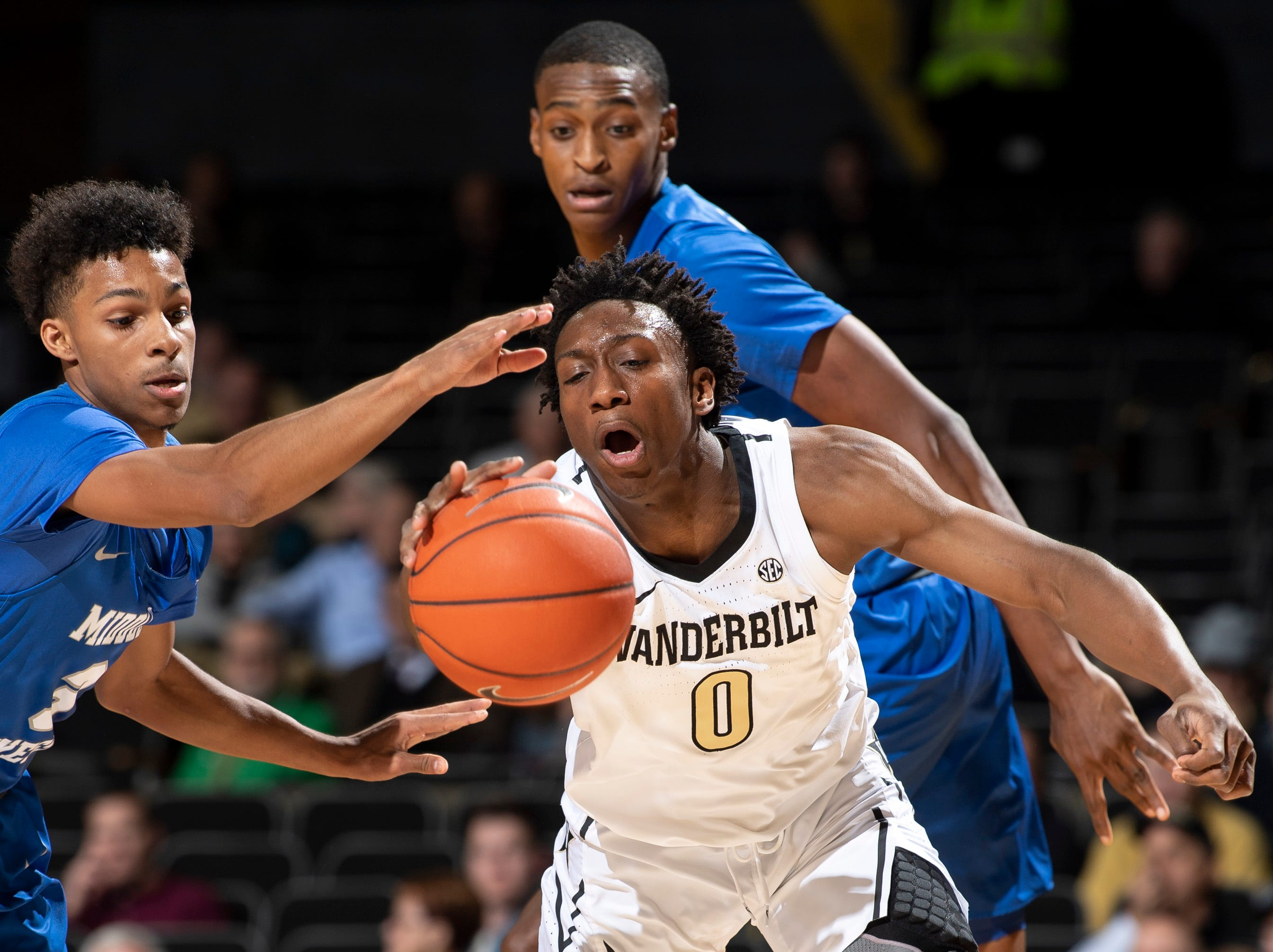 Vanderbilt guard Saben Lee (0) leans in for the ball next to MTSU guard Donovan Sims (3) during the first half at Memorial Gym in Nashville, Tenn., Wednesday, Dec. 5, 2018.