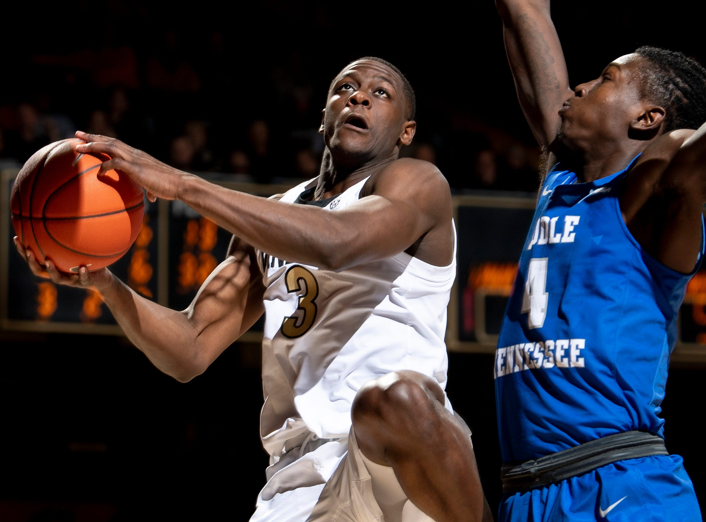 Vanderbilt guard Maxwell Evans (3) shoots past MTSU forward James Hawthorne (4) during the second half at Memorial Gym in Nashville, Tenn., Wednesday, Dec. 5, 2018.