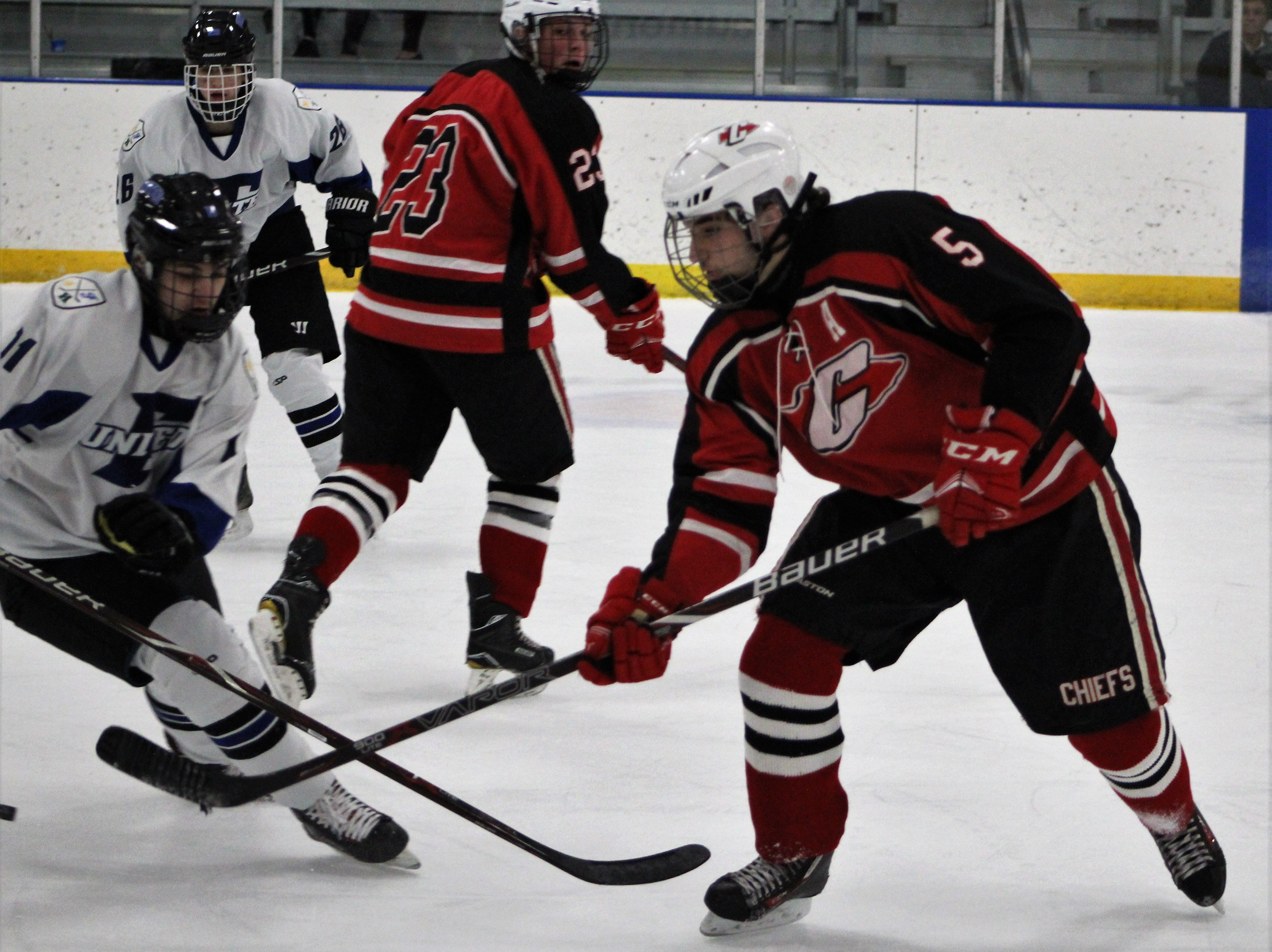 Farmington United took a 3-0 first-period lead and skated to a 6-2 victory over Canton Wednesday evening at the Farmington Hills Ice Arena.
