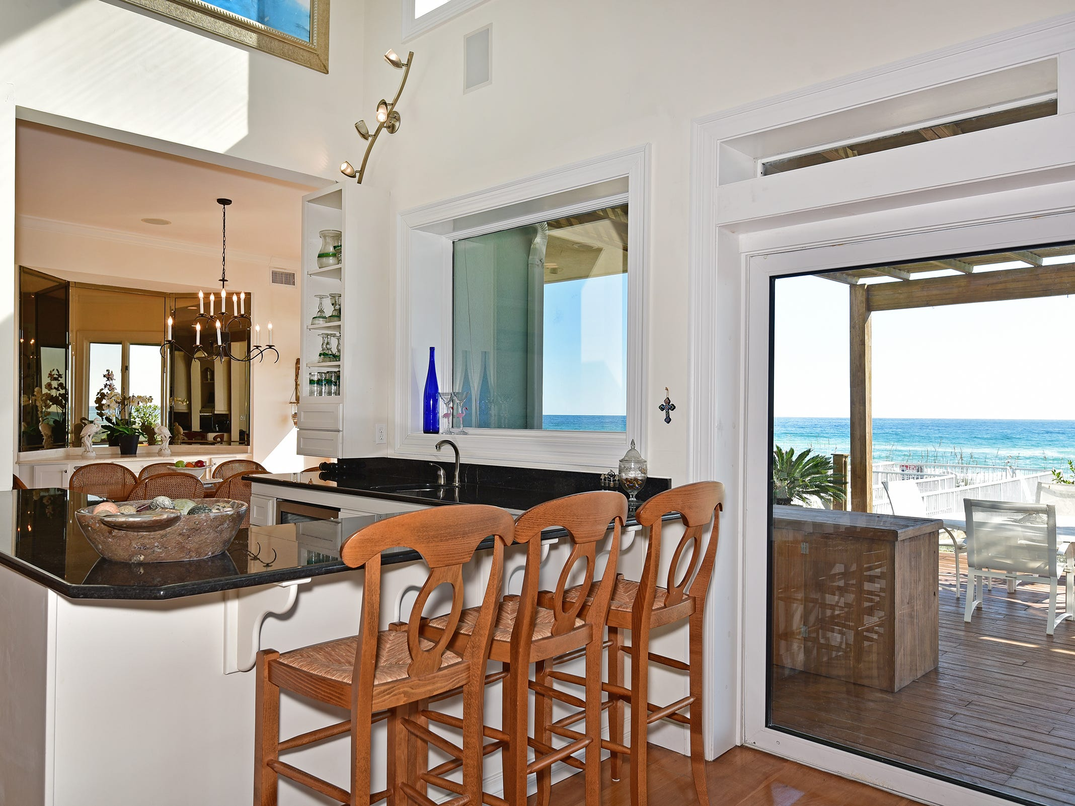28 Calle HermosaThe wet bar is excellent for entertaining.