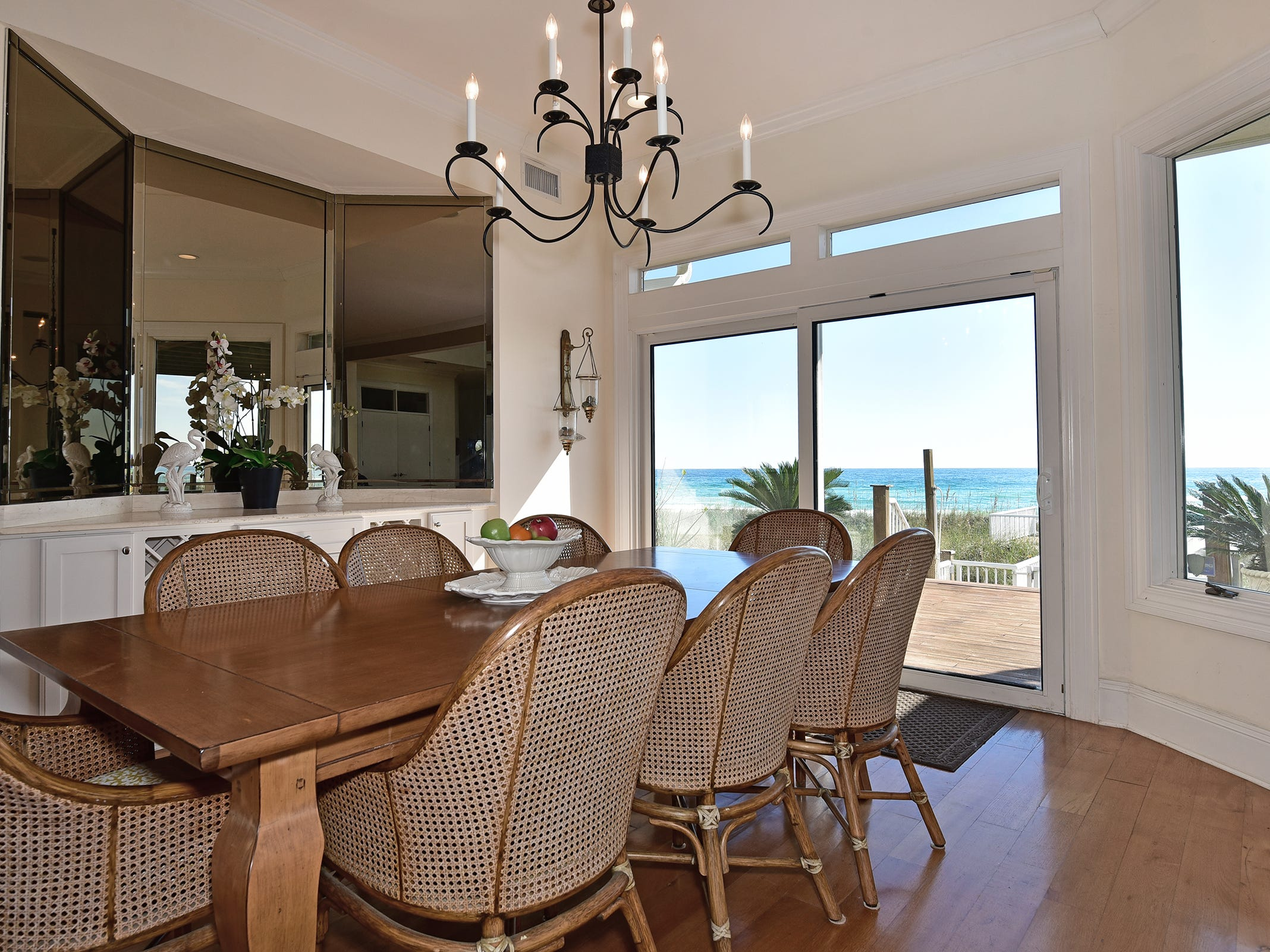 28 Calle HermosaThe Gulf-front dining area.