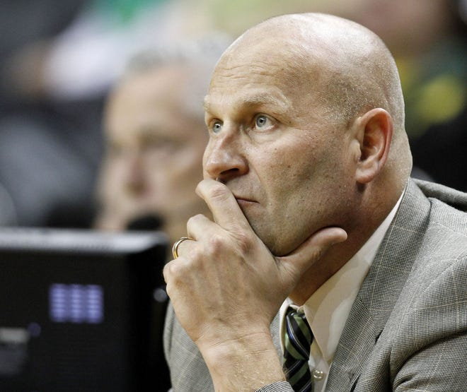 Oregon Coach Kelly Graves watches the game with Washington Jan. 16, 2015, at the Matthew Knight Arena in Eugene, Ore.