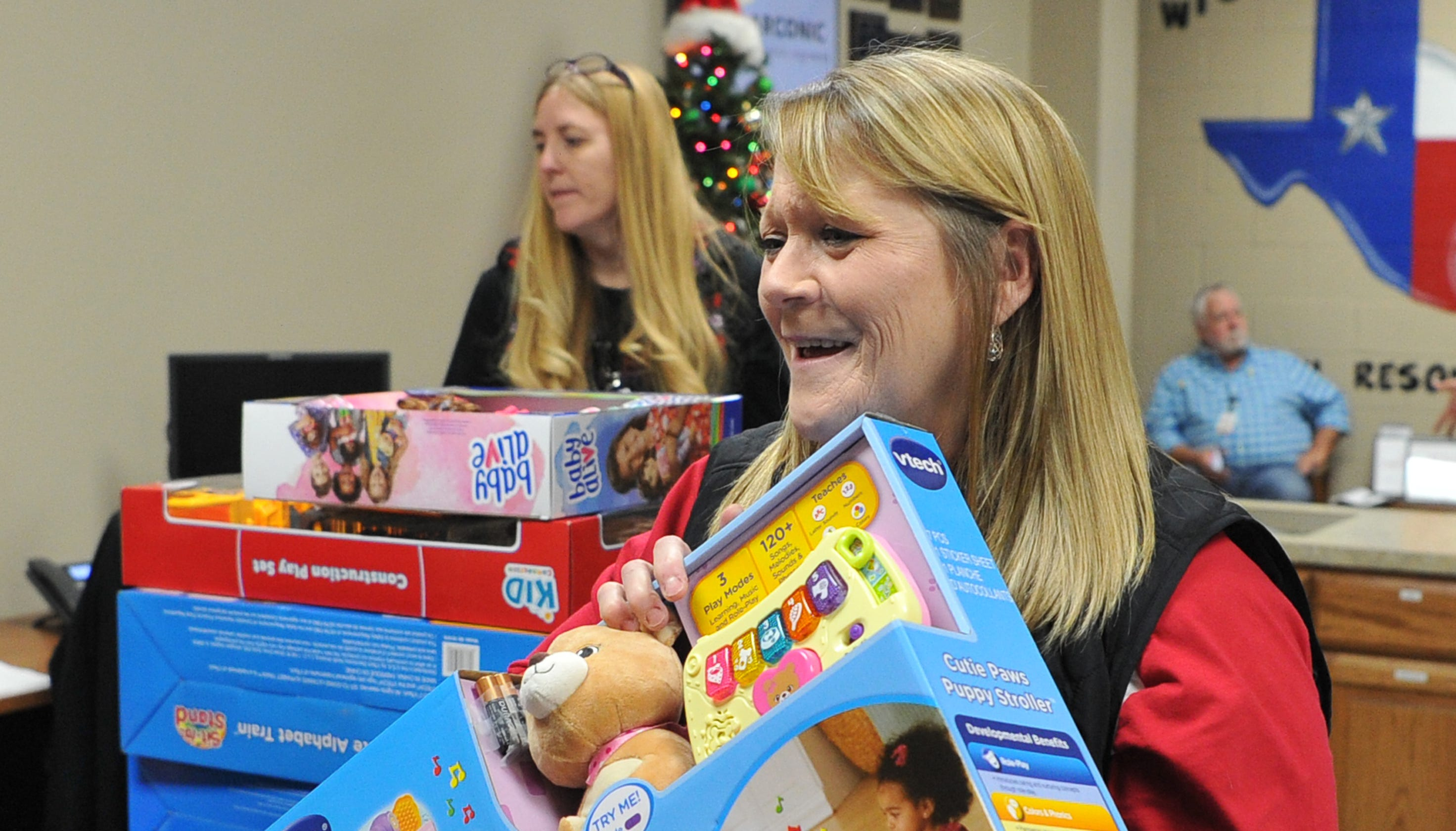 Wichita Falls Acronic employees help with Christmas for ...