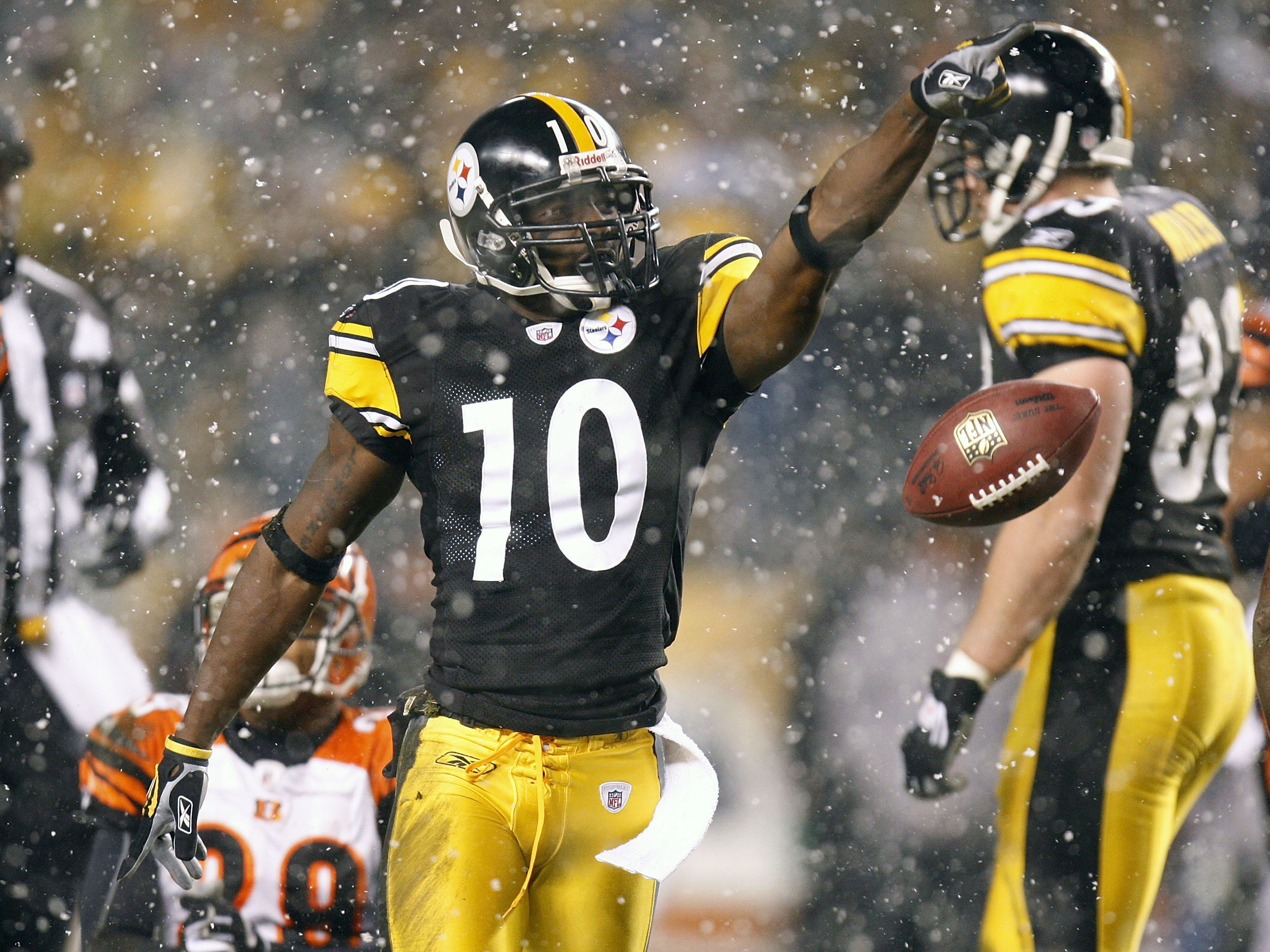 Nov. 20, 2008: Pittsburgh Steelers receiver Santonio Holmes reacts after a  catch for a first down while playing the Cincinnati Bengals at Heinz Field.  The Steelers won the game, 27-10.