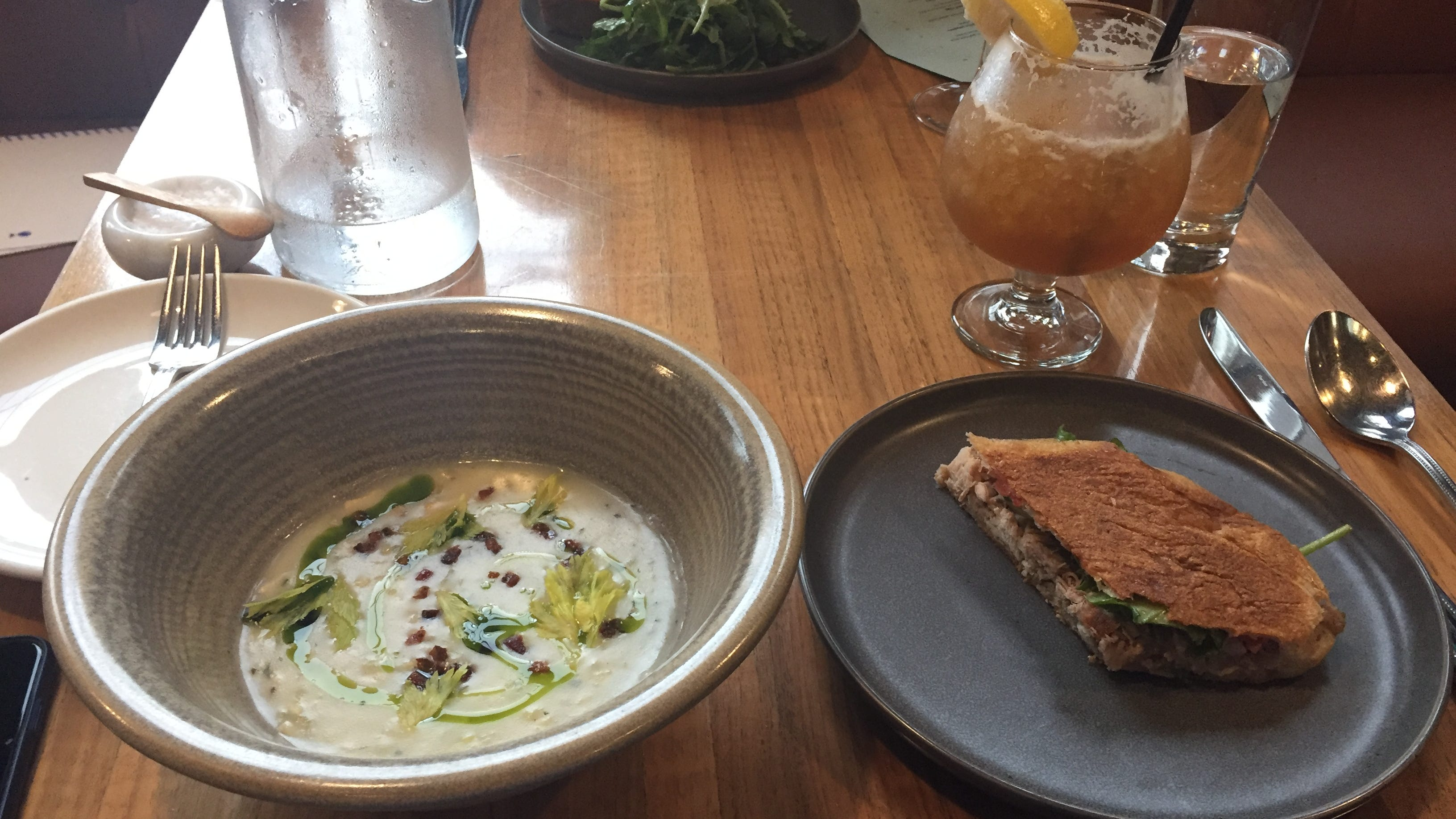 How to improve a workday: a relaxed lunch at 8th and English