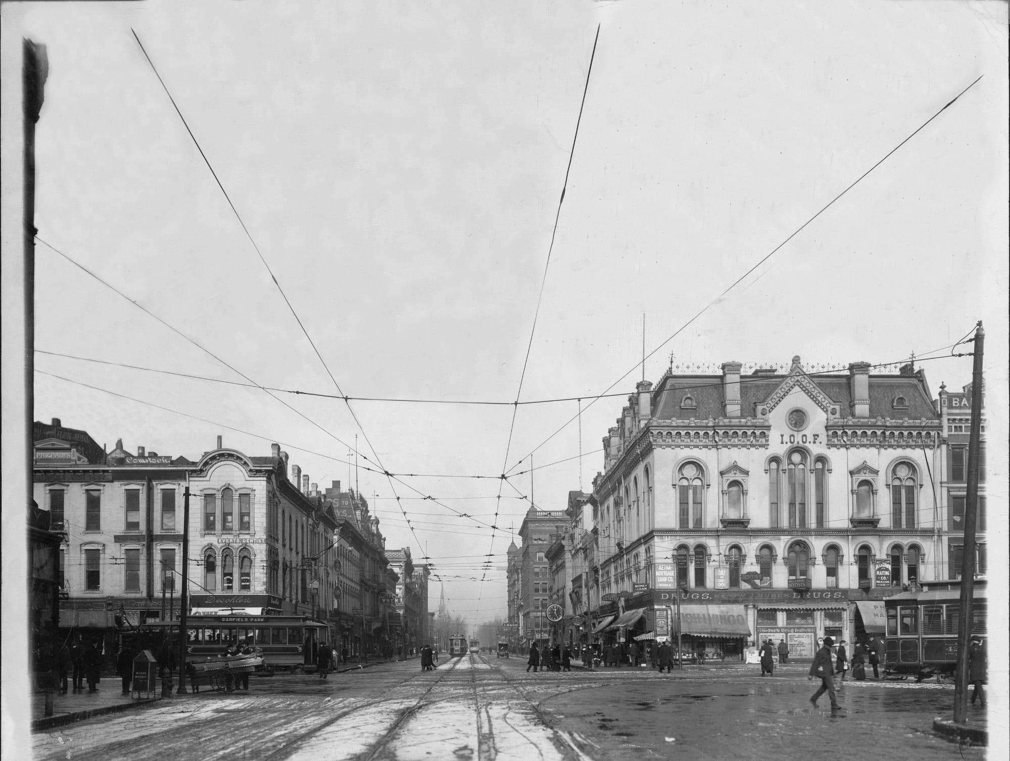 Downtown Indianapolis in 1910, view of Pennsylvania Street from South of Washington Street.