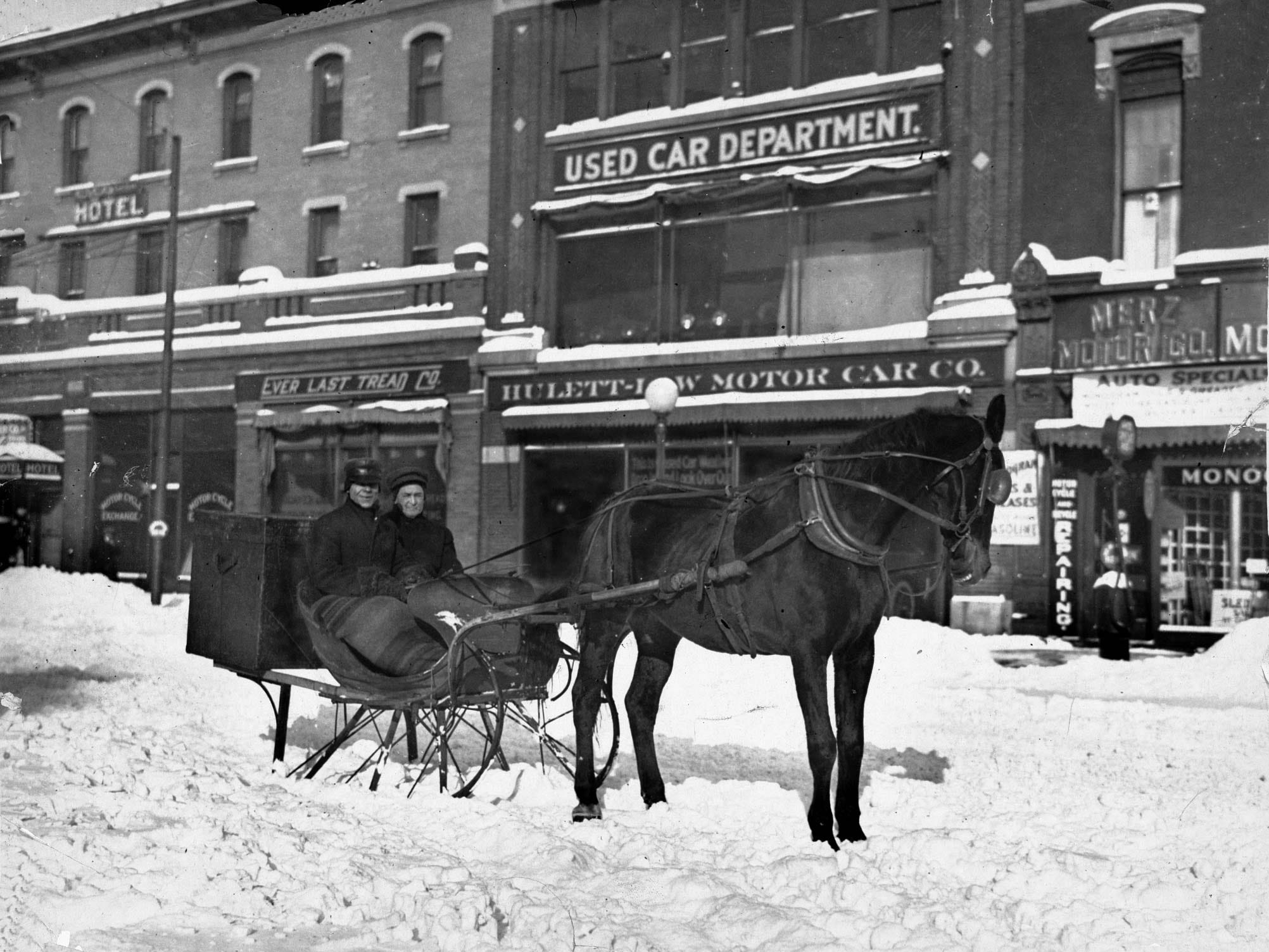 In 1918 this horse drawn sleigh was a necessity for travelers. Today sightseers can ride through the city on horse-drawn carriages.