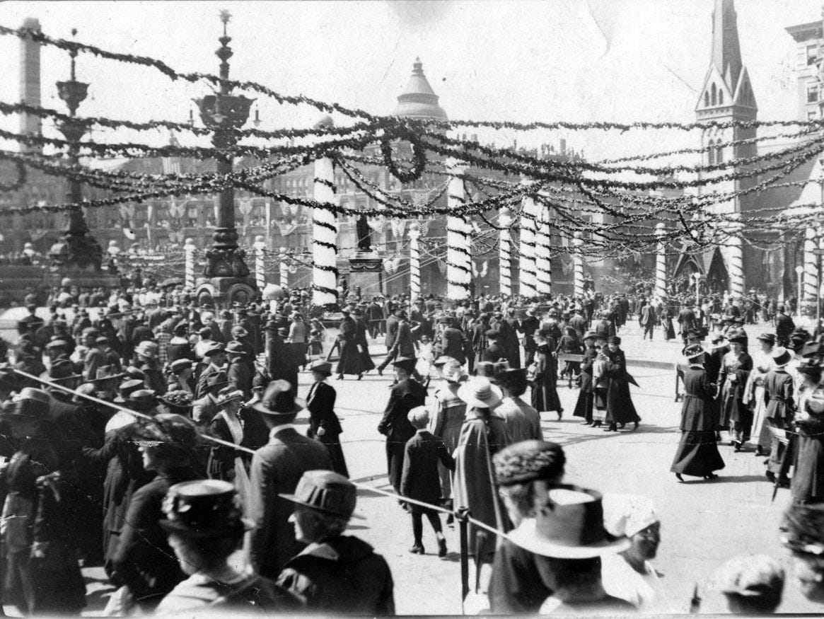 Indianapolis welcomes soldiers home from the war on Monument Circle in 1919.