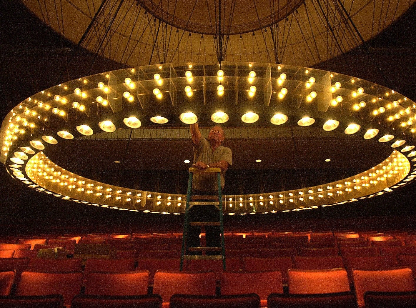 PIPES, NWS, JACK ORTON, 2 OF 2 - Bob Gaeger, stage hand at the Marcus Center for the Performing Arts in Milwaukee, WI., changes one of the roughly 350 light blubs on the 12,000 pound chandelier that hang in the center's Uihlein Hall Thursday, Aug. 16, 2001.
