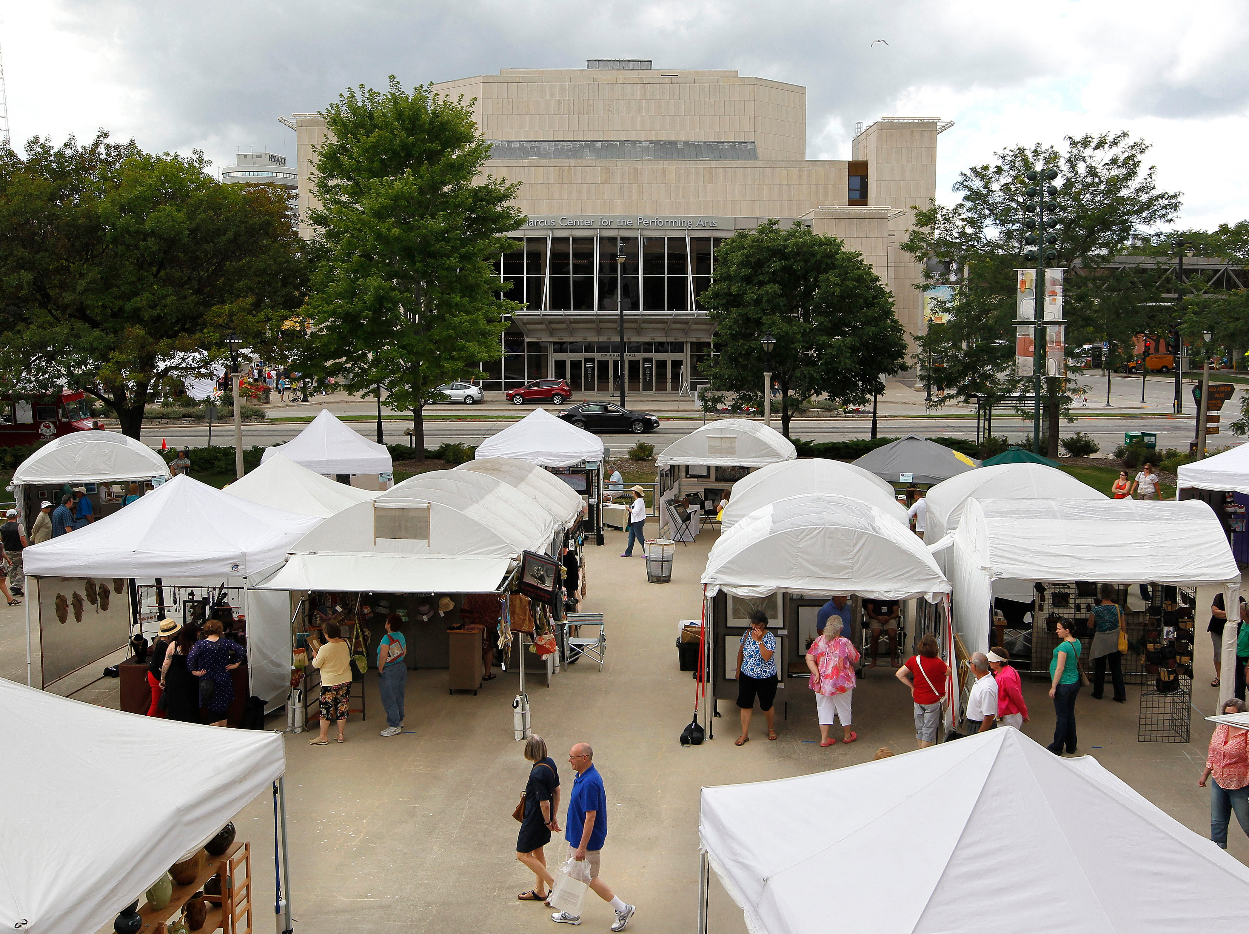 CRAFTFAIR, NWS, PORTER, 1. - Shoppers wander amongst the displays at the 39th annual Morning Glory Fine Craft Fair, taking place this weekend on the grounds of the Marcus Center for the Performing Arts and Red Arrow Park. The free event features over 140 fine craft artists working in all kinds of media. August 10, 2013. GARY PORTER/GPORTER@JOURNALSENTINEL.COM