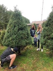 "Single mom Amanda Mears wanted to find the perfect home for her four children before Christmas. HGTV's ""House Hunters"" helped her find just the right place, and they were even able to get their first live Christmas tree."
