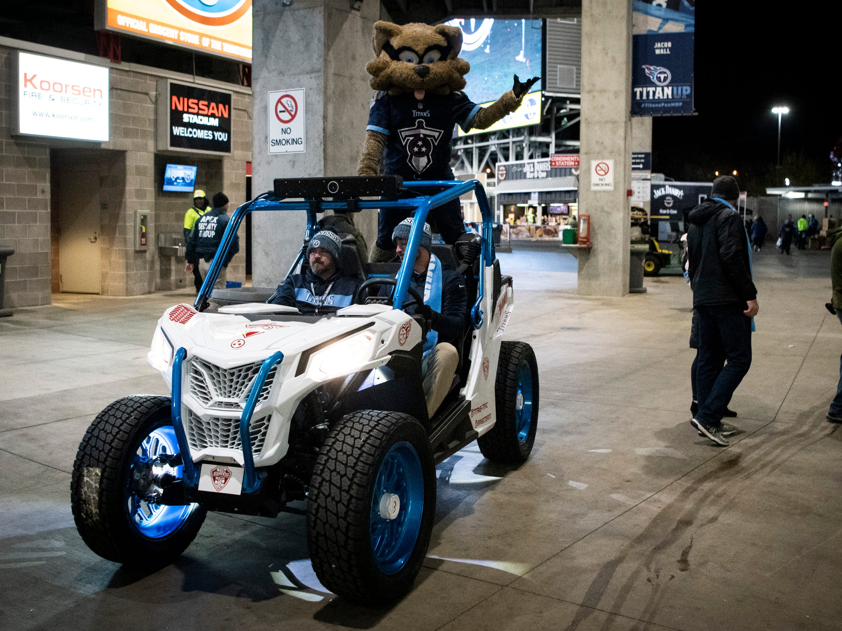 T-Rac greets fans before the game between the Tennessee Titans and the Jacksonville Jaguars at Nissan Stadium in Nashville, Tenn., Thursday, Dec. 6, 2018.
