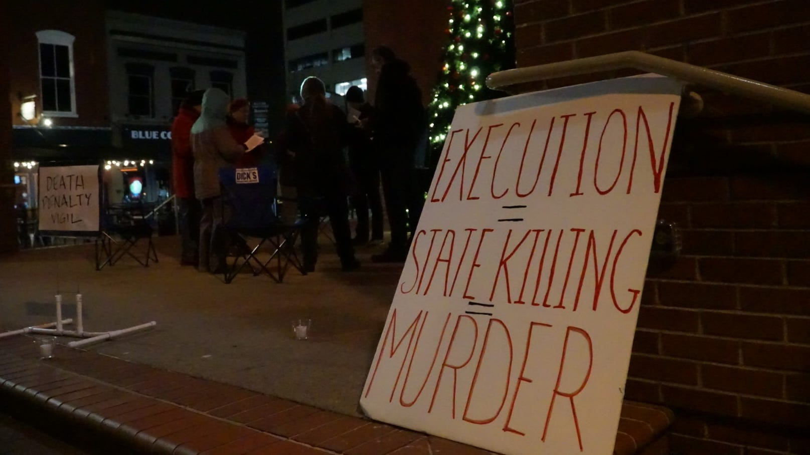 Seven people gathered in Market Square Thursday night for an anti-death penalty vigil pending the execution of David Earl Miller.