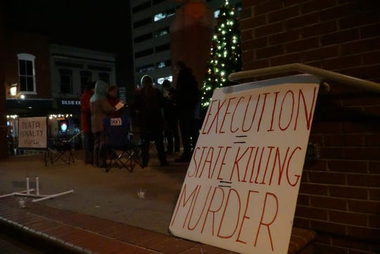 Seven people gathered in Market Square in Knoxville on Thursday night for an anti-death penalty vigil pending the execution of David Earl Miller.