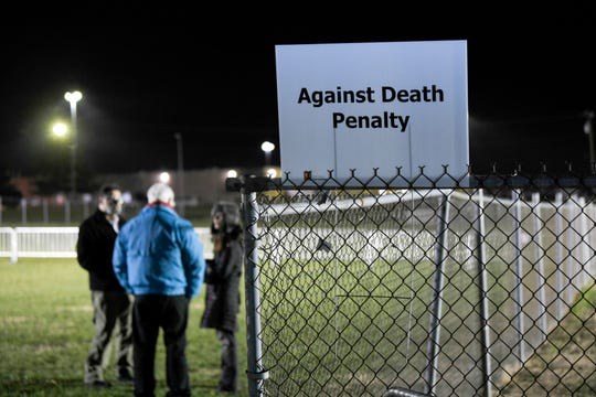 People against the death penalty begin to arrive in a field outside Riverbend Maximum Security Institution ahead of execution of Tennessee death row inmate David Earl Miller on Thursday Dec. 6, 2018.