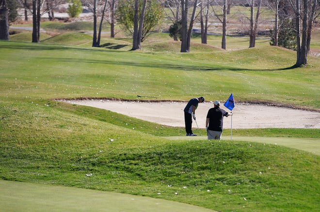 The Aztec City Commission will discuss signing a new lease for the Aztec Municipal Golf Course during its work session Tuesday.
