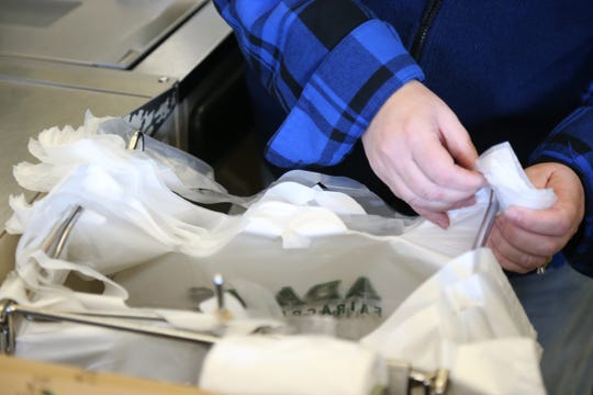 A bill that passed the Washington State Senate would ban single-use plastic bags, giving stores until 2020 to use of the already-existing supplies.
