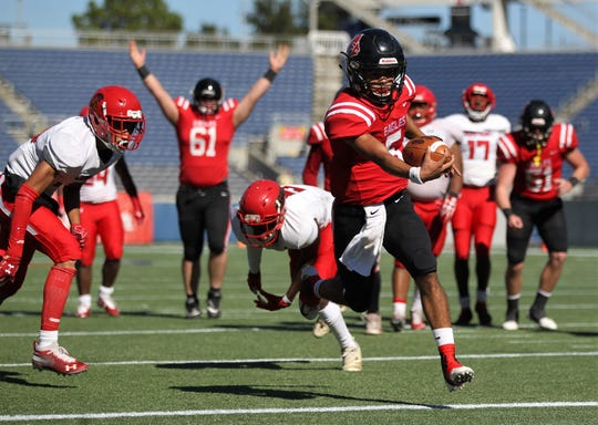 J.D. Jerry runs for a 12-yard touchdown as NFC beat Champagnat Catholic 28-20 in a Class 2A state championship game on Friday, Dec. 7, 2018, at Orlando's Camping World Stadium.